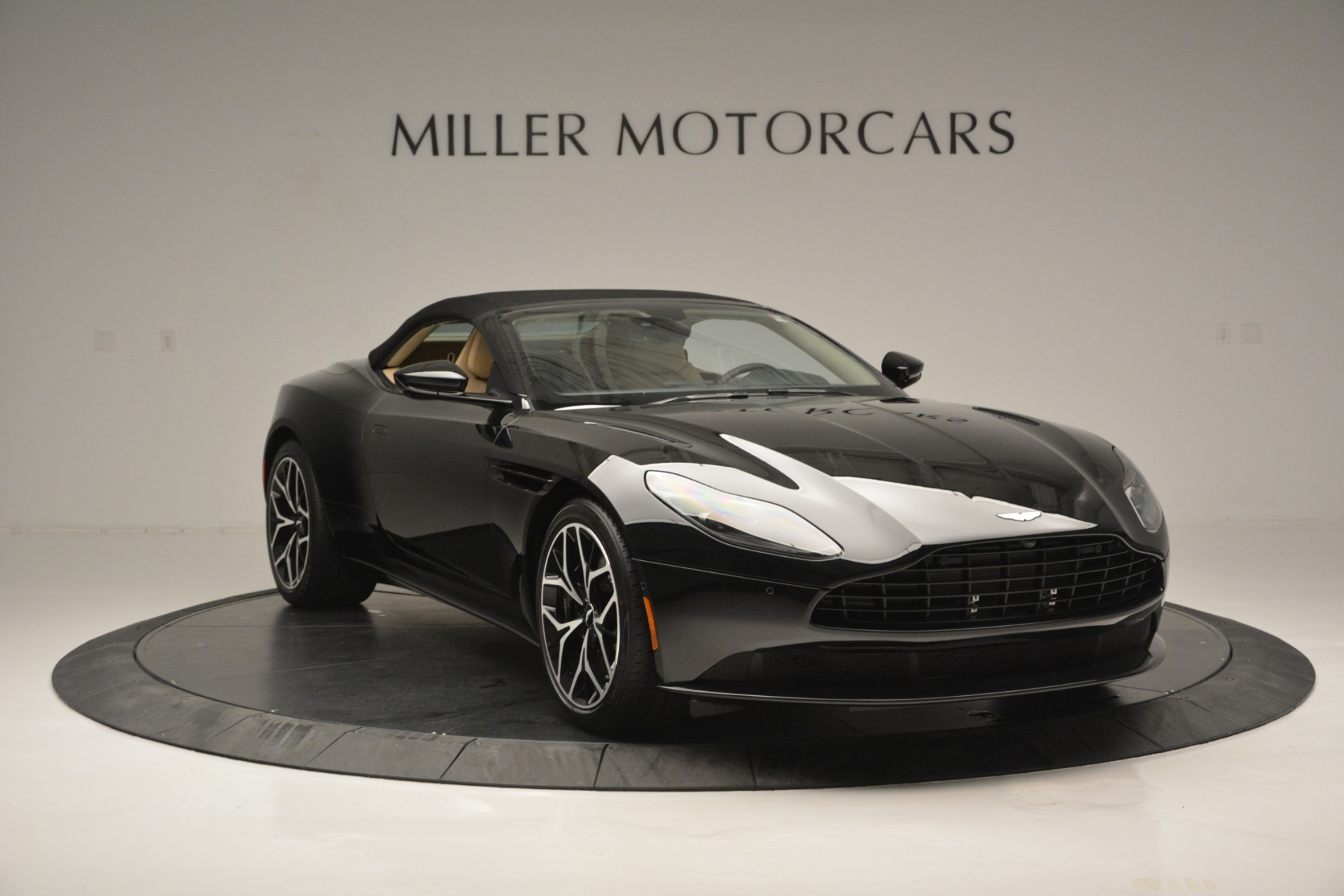 New 2019 Aston Martin DB11 V8 Convertible For Sale In Greenwich, CT 3148_p18