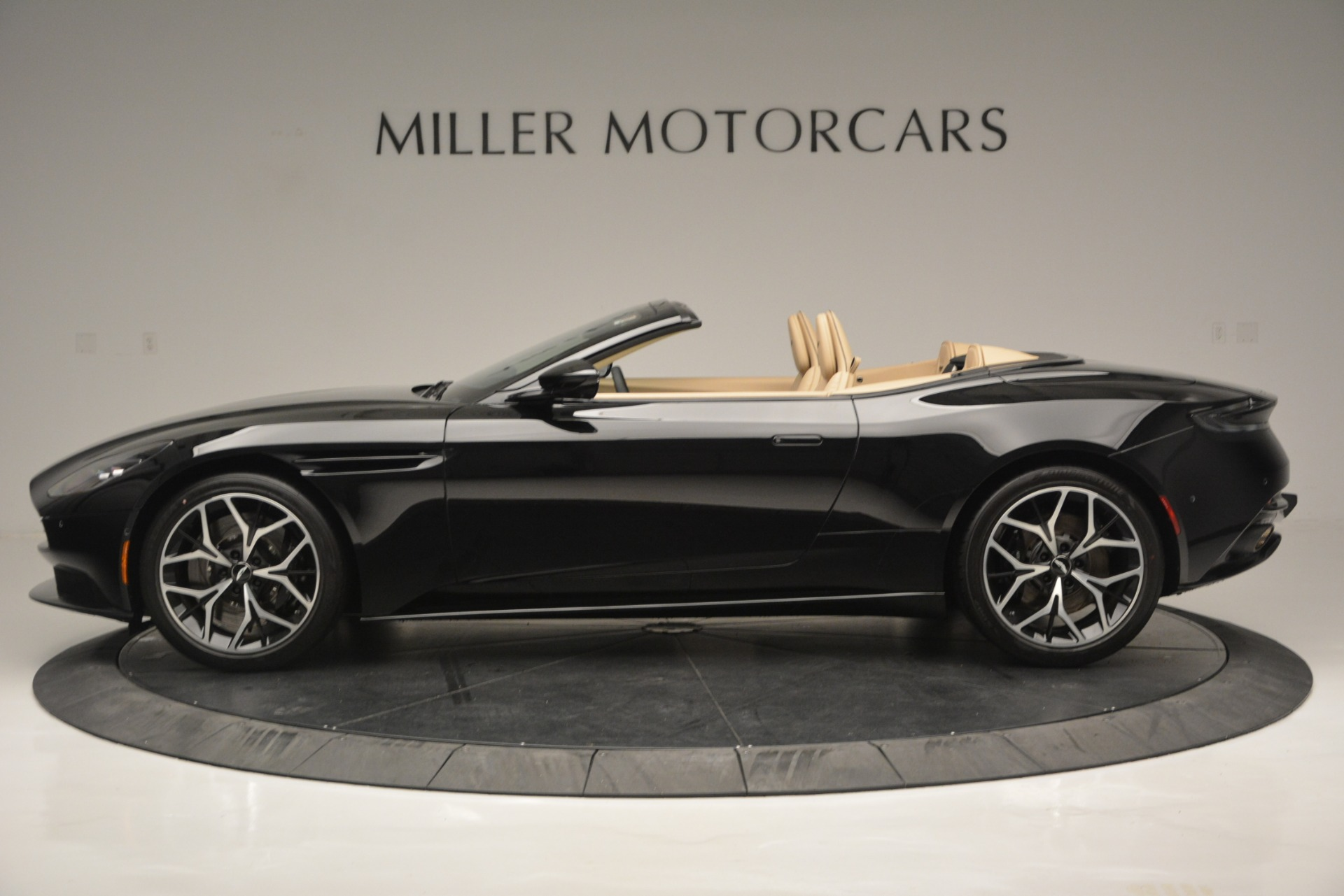 New 2019 Aston Martin DB11 V8 Convertible For Sale In Greenwich, CT 3148_p3