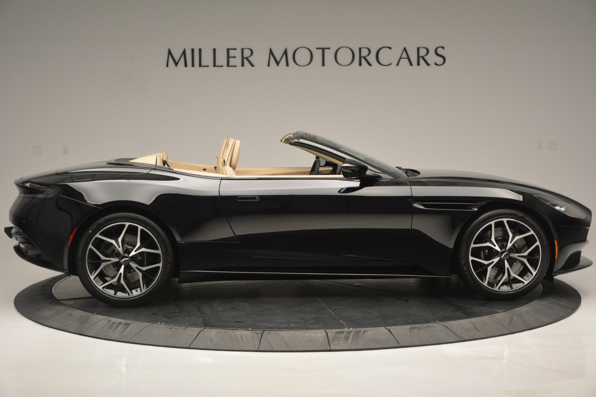New 2019 Aston Martin DB11 V8 Convertible For Sale In Greenwich, CT 3148_p9