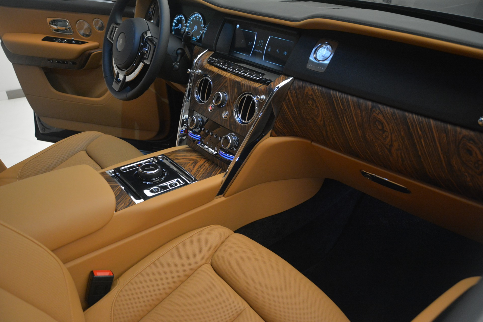 Used 2019 Rolls-Royce Cullinan  For Sale In Greenwich, CT 3162_p24