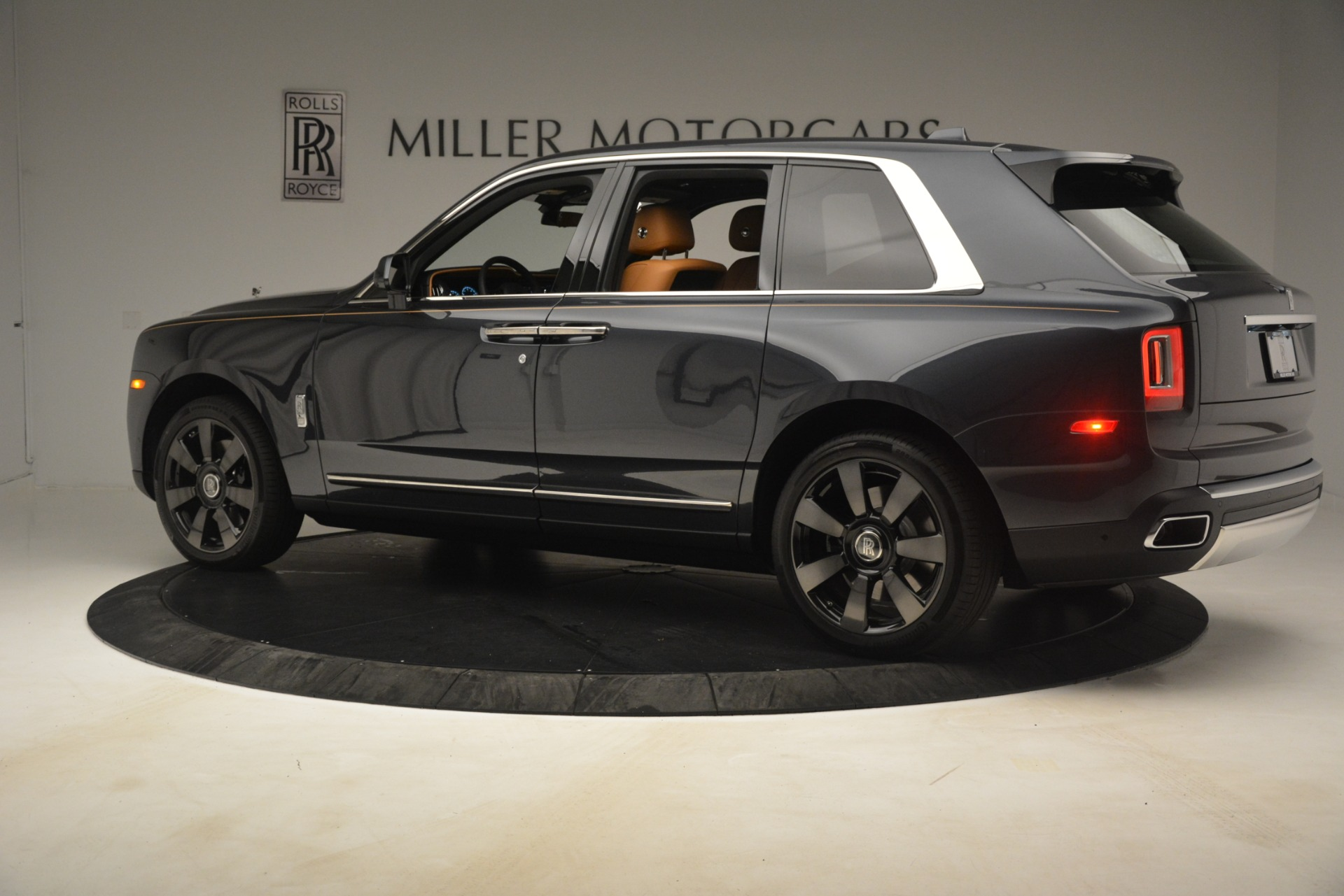 Used 2019 Rolls-Royce Cullinan  For Sale In Greenwich, CT 3162_p5