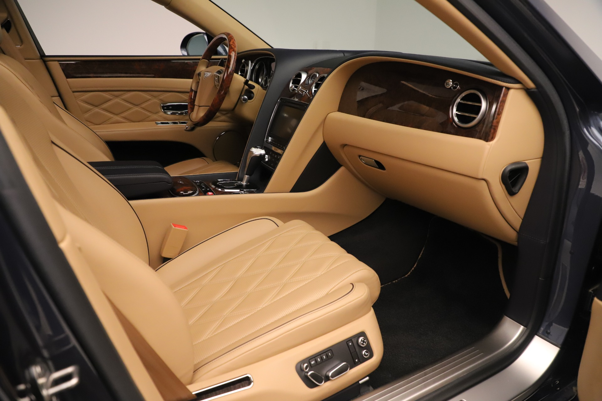 Used 2016 Bentley Flying Spur W12 For Sale In Greenwich, CT 3171_p26