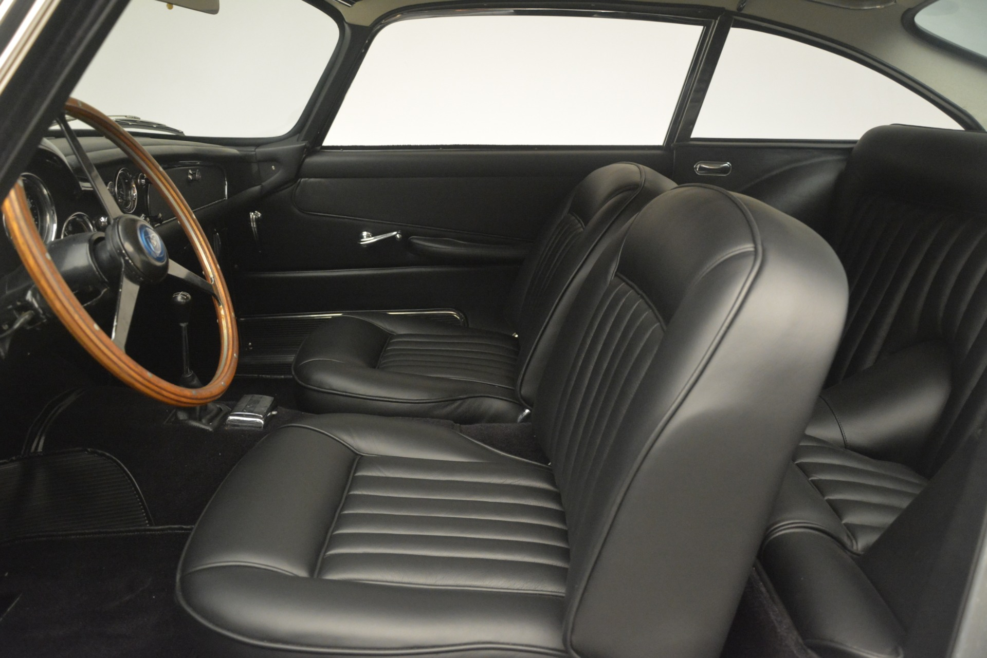 Used 1961 Aston Martin DB4 Series IV Coupe For Sale In Greenwich, CT 3186_p20