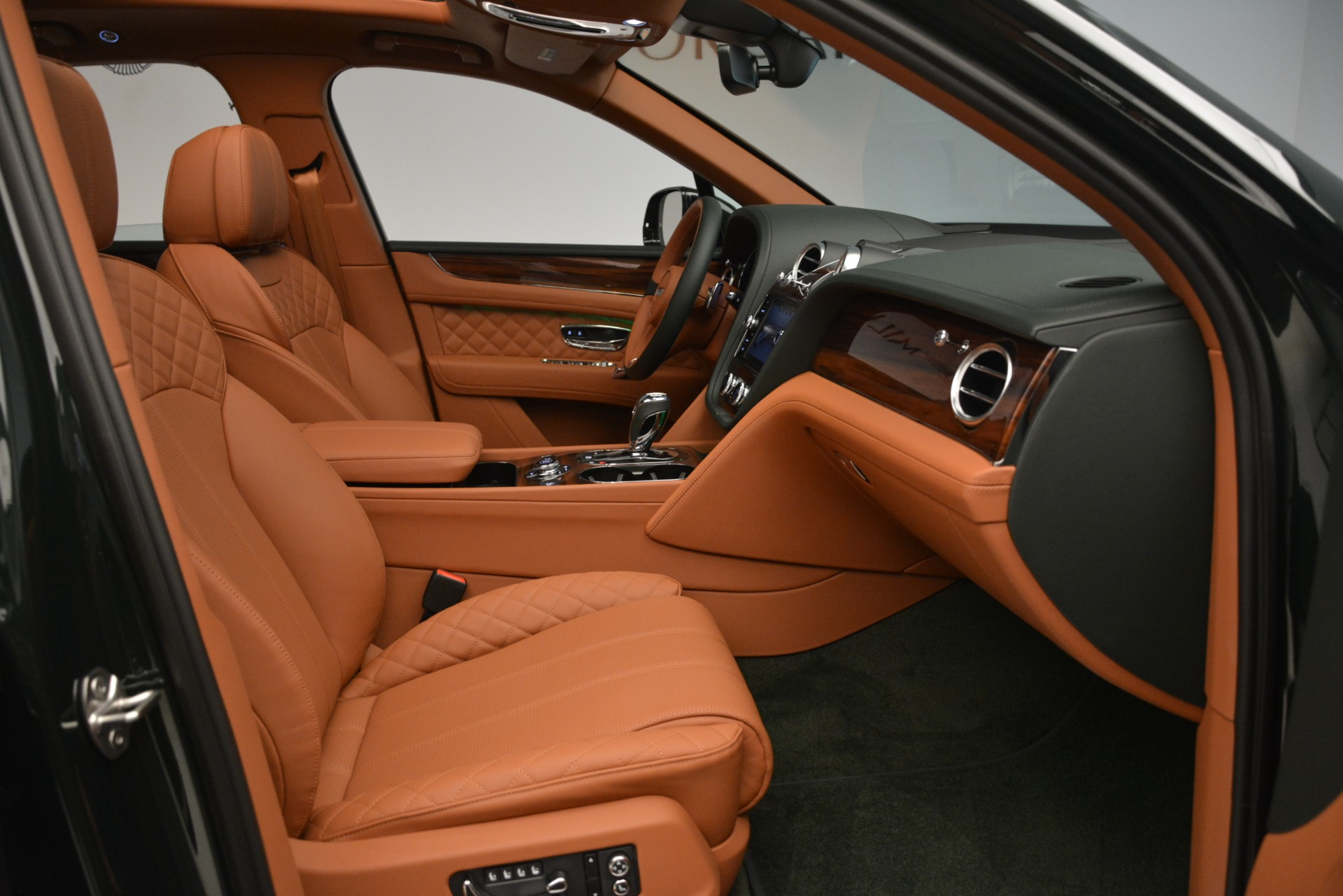 New 2019 Bentley Bentayga V8 For Sale In Greenwich, CT 3203_p28