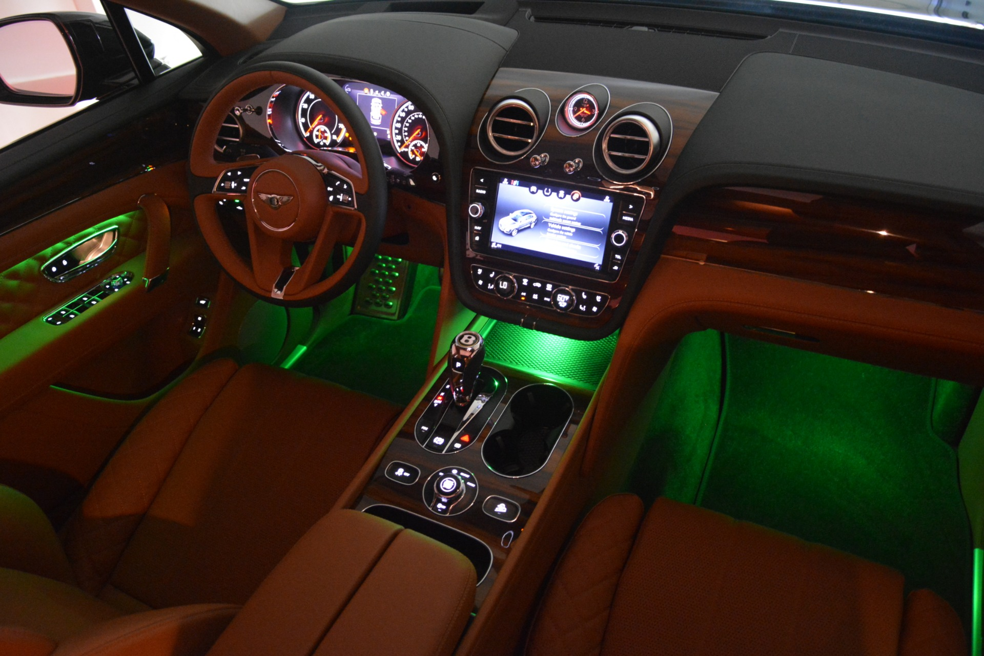 New 2019 Bentley Bentayga V8 For Sale In Greenwich, CT 3203_p31