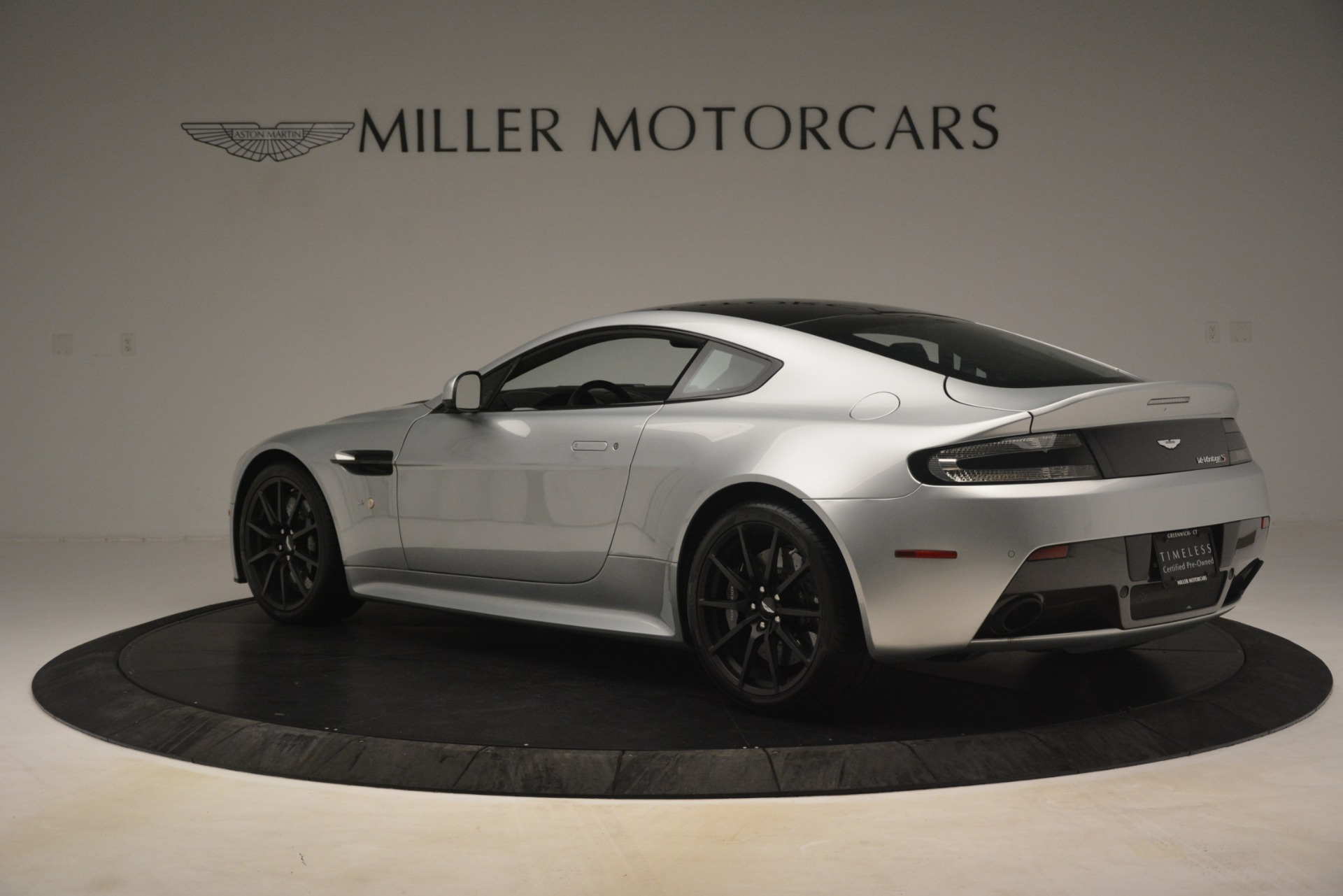 Used 2015 Aston Martin V12 Vantage S Coupe For Sale In Greenwich, CT 3206_p4
