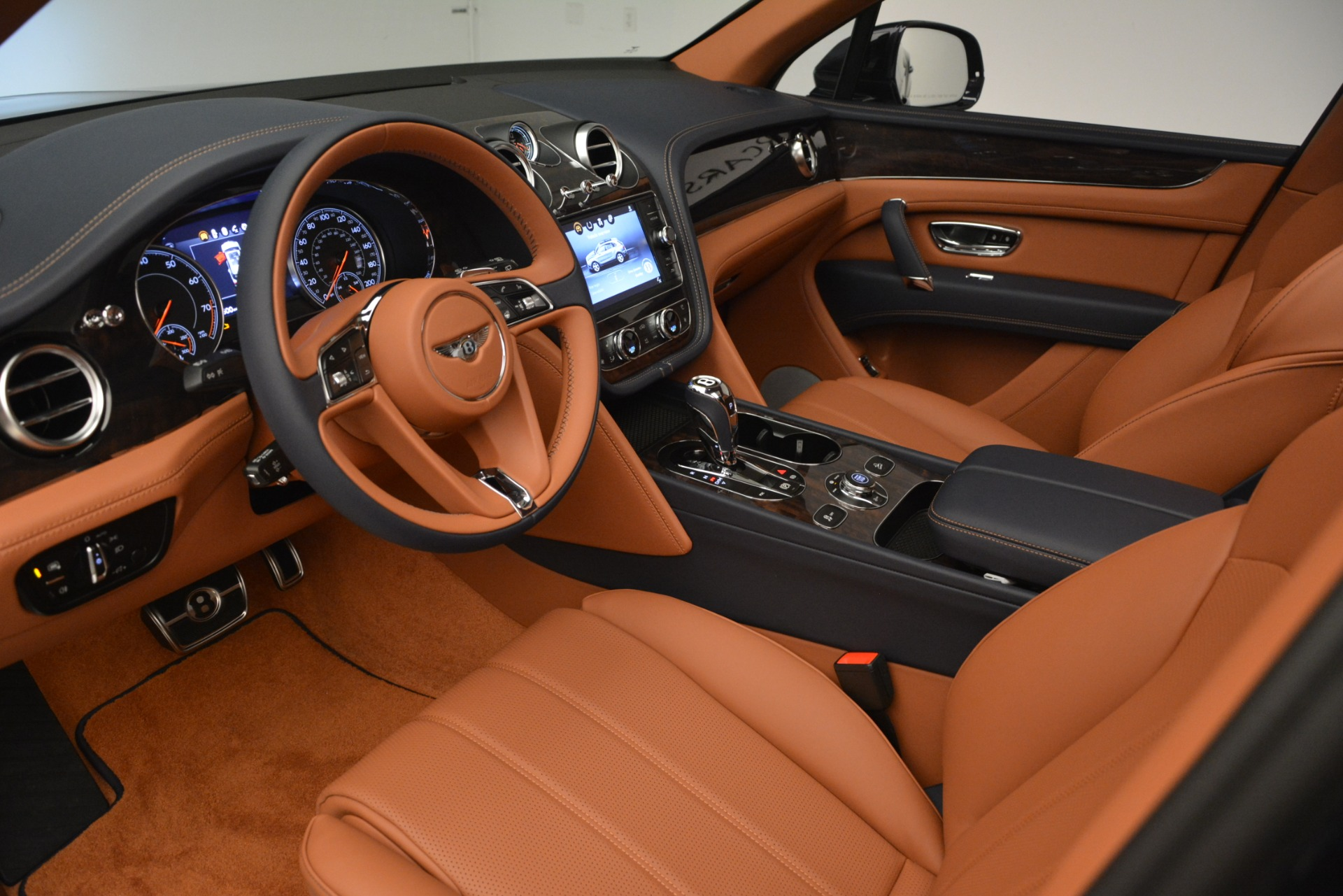 New 2019 Bentley Bentayga V8 For Sale In Greenwich, CT 3207_p18
