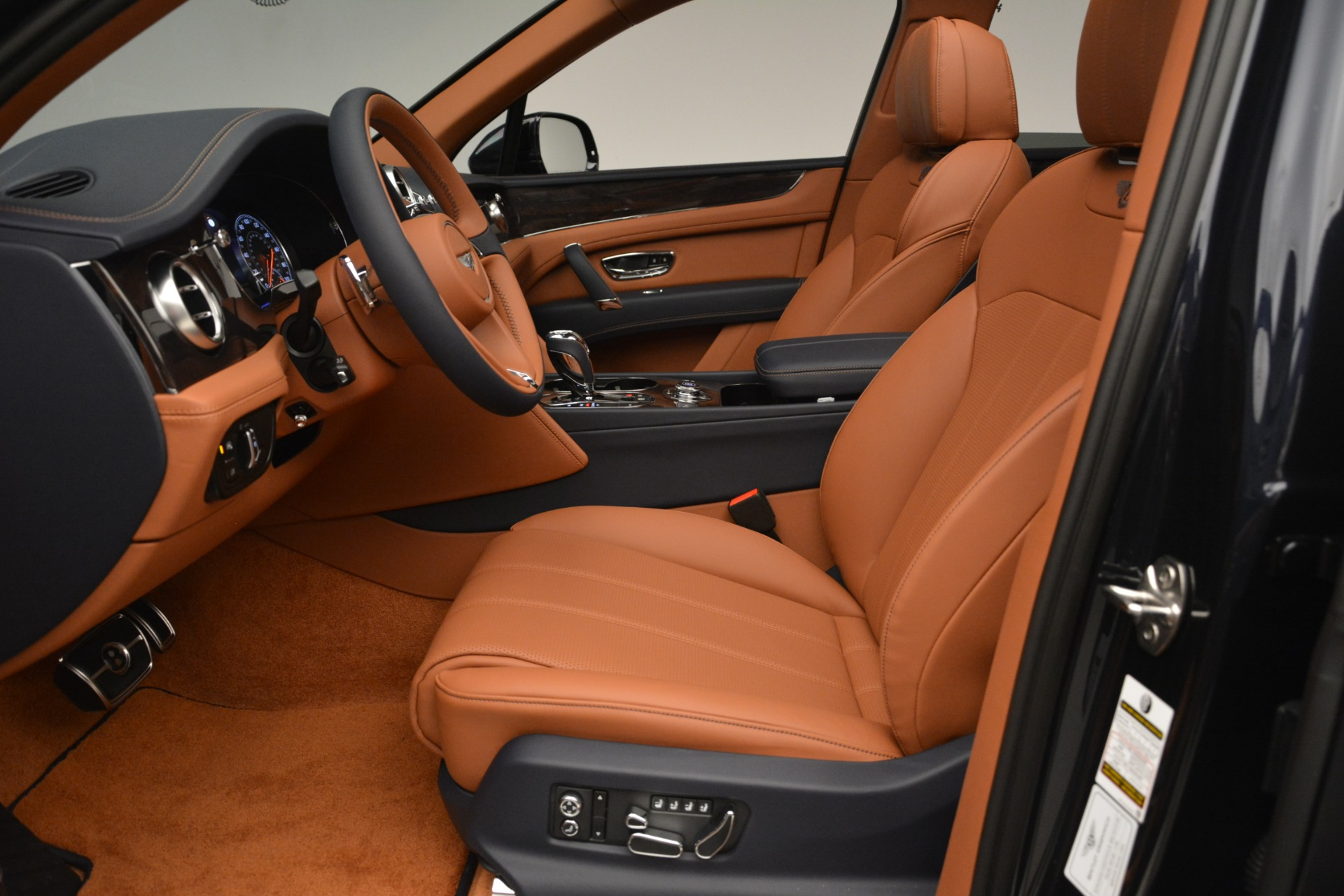 New 2019 Bentley Bentayga V8 For Sale In Greenwich, CT 3207_p19