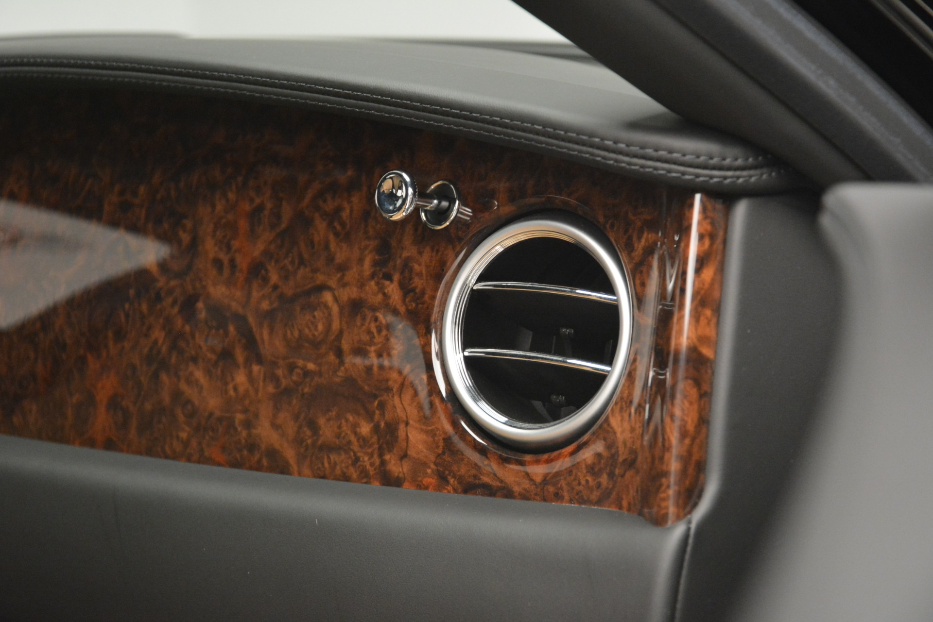 Used 2016 Bentley Flying Spur V8 For Sale In Greenwich, CT 3210_p22