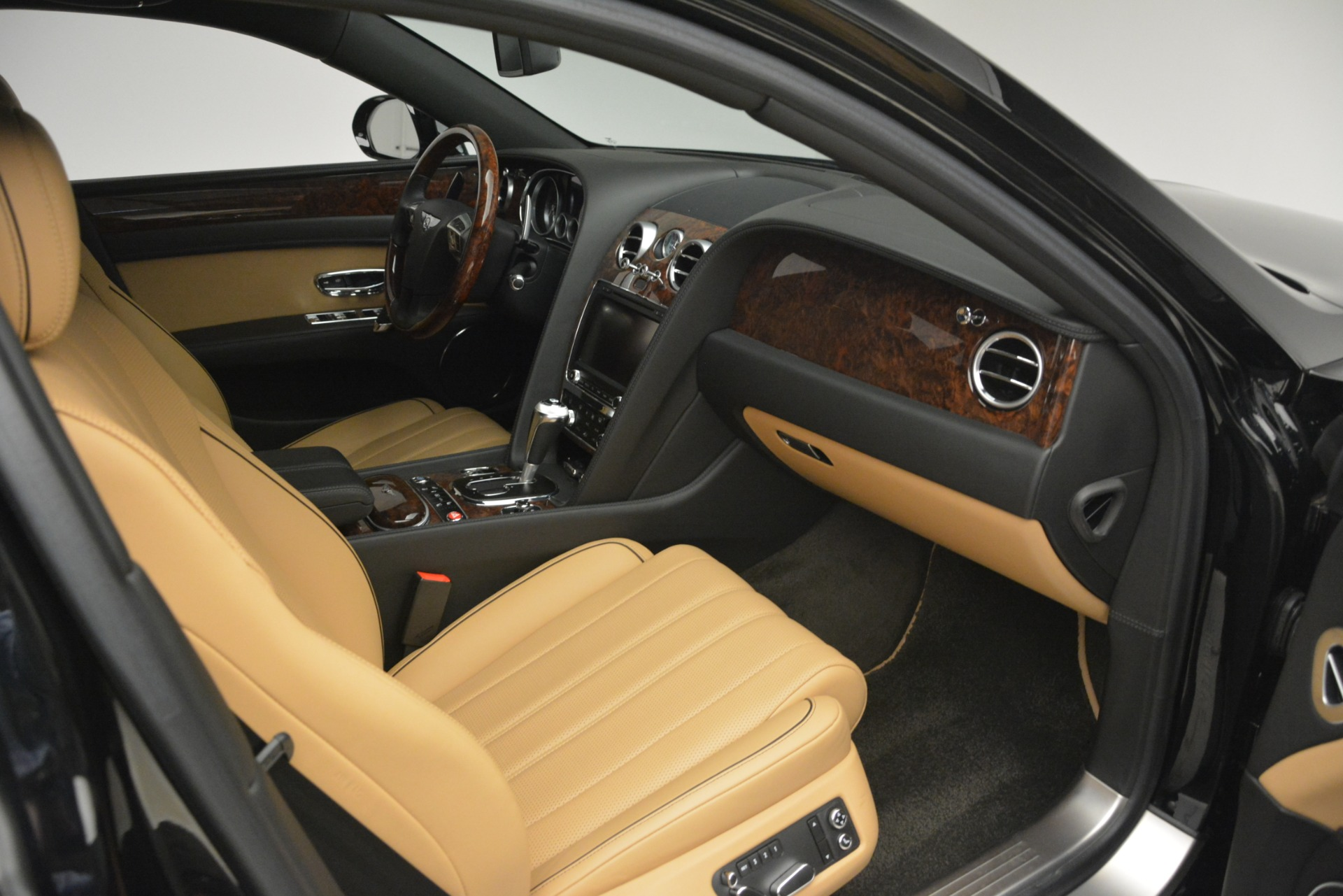 Used 2016 Bentley Flying Spur V8 For Sale In Greenwich, CT 3210_p27
