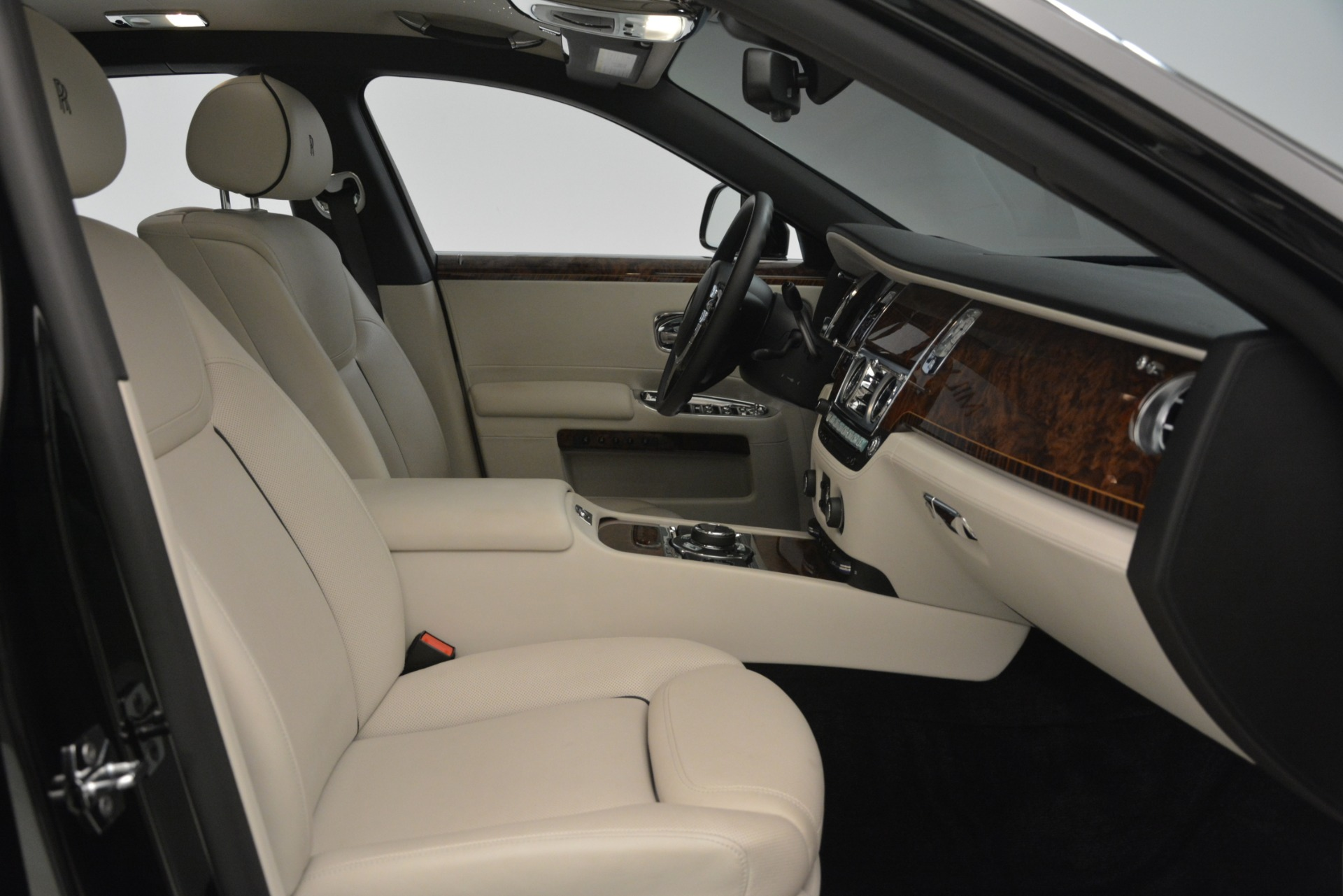 Used 2016 Rolls-Royce Ghost  For Sale In Greenwich, CT 3225_p18