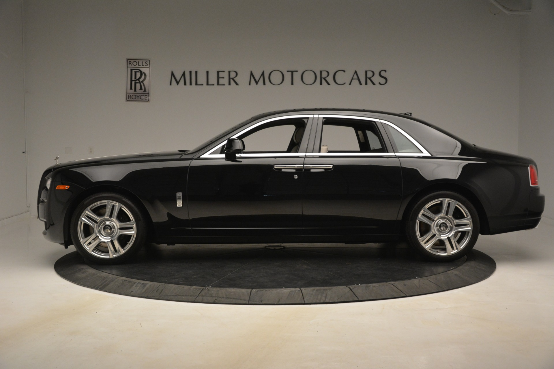 Used 2016 Rolls-Royce Ghost  For Sale In Greenwich, CT 3225_p4