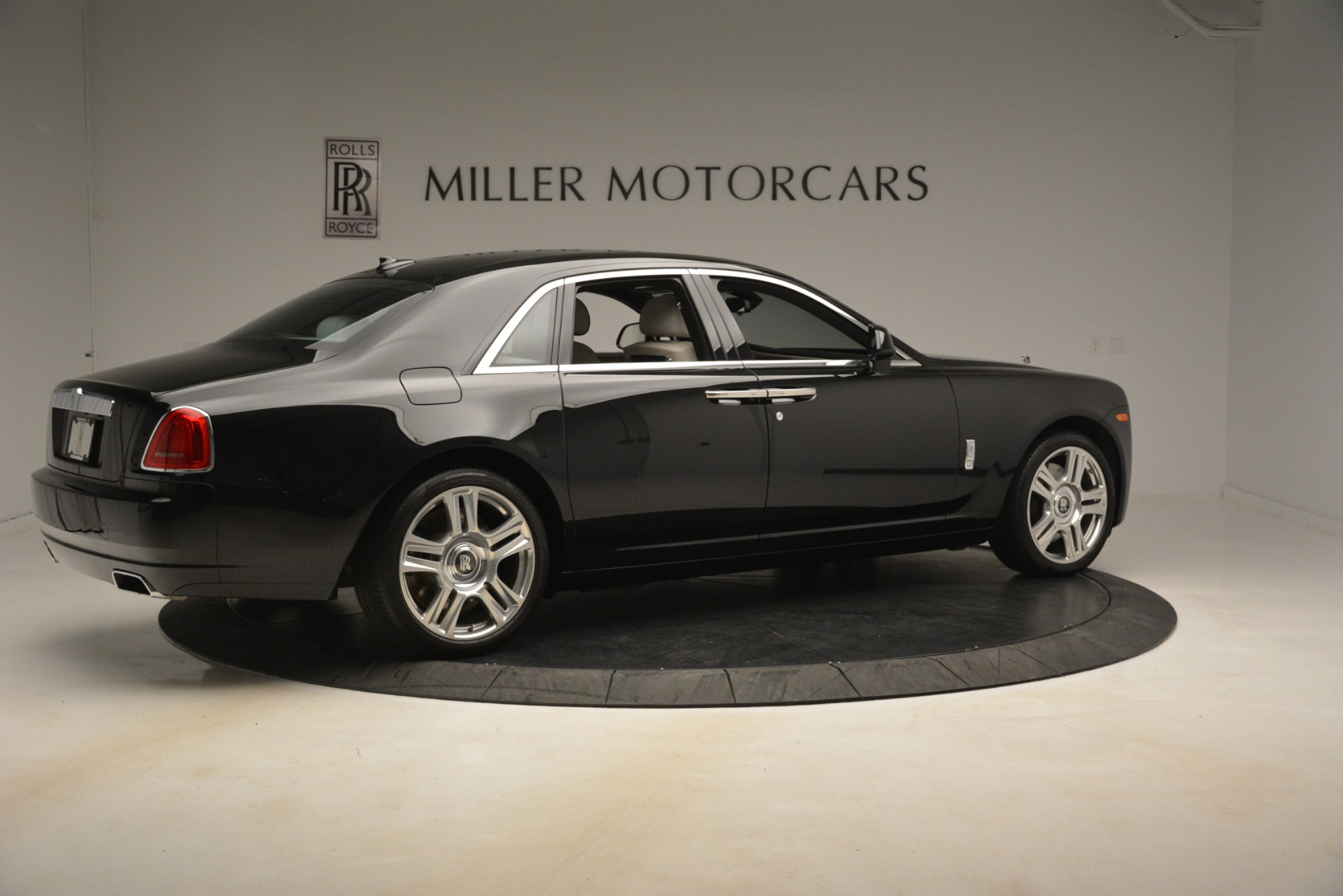 Used 2016 Rolls-Royce Ghost  For Sale In Greenwich, CT 3225_p9