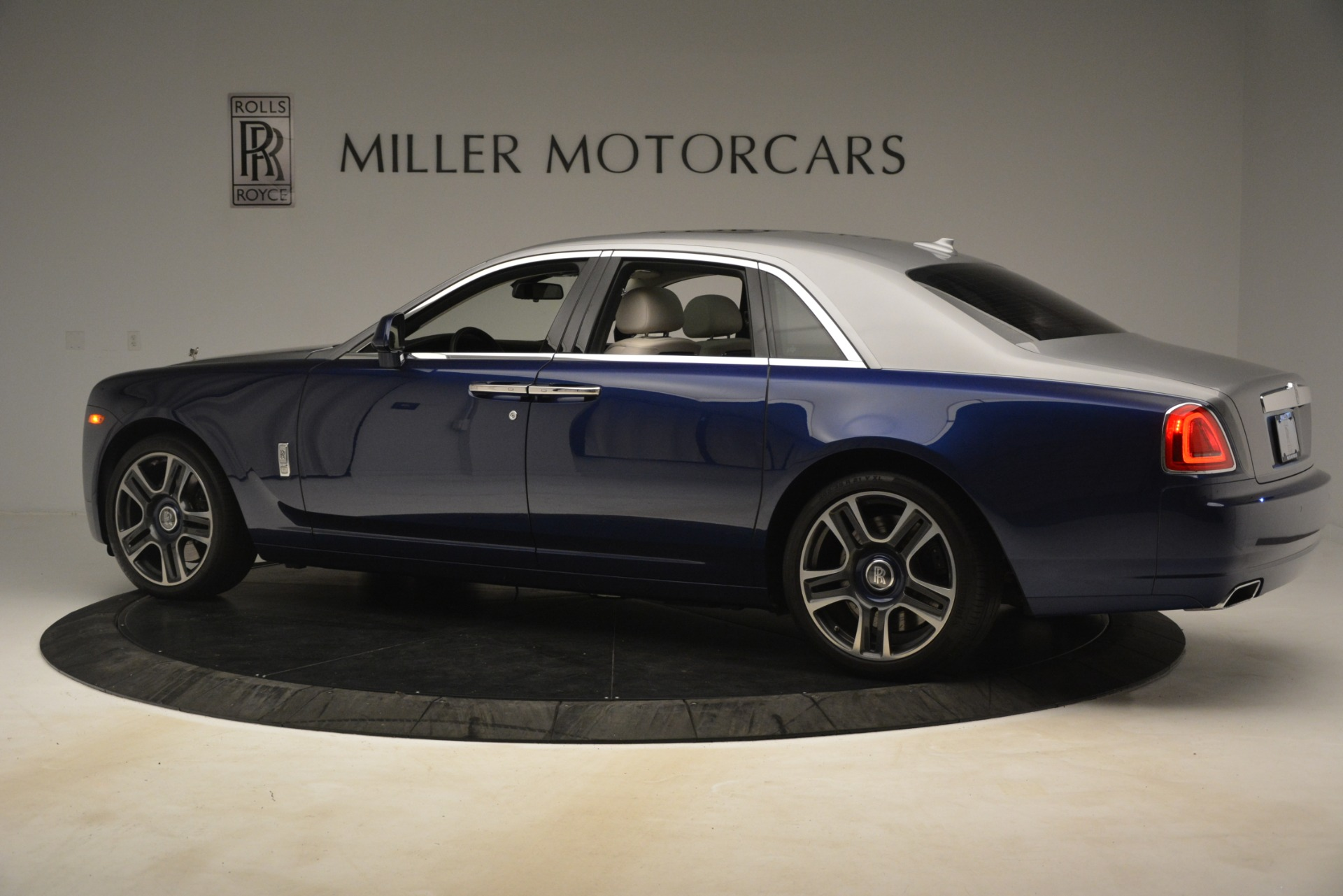 Used 2016 Rolls-Royce Ghost  For Sale In Greenwich, CT 3226_p5
