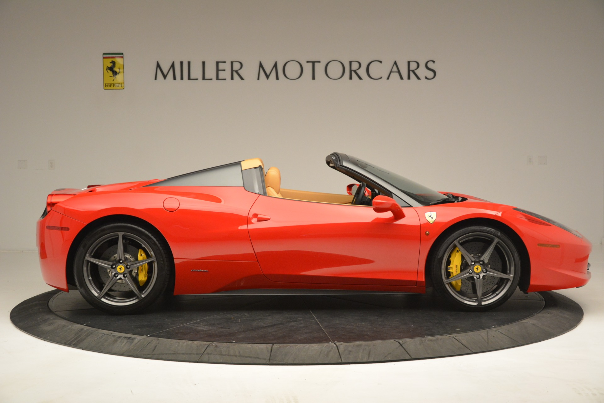 Used 2015 Ferrari 458 Spider  For Sale In Greenwich, CT 3233_p10