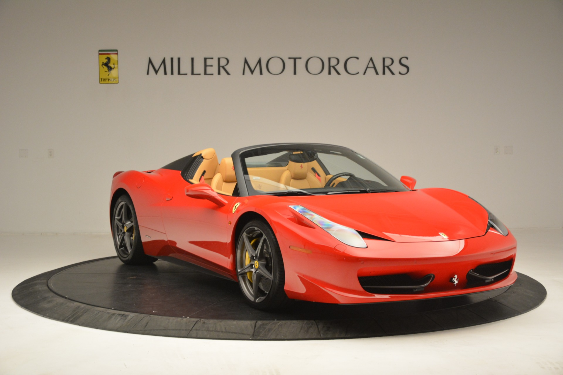 Used 2015 Ferrari 458 Spider  For Sale In Greenwich, CT 3233_p12