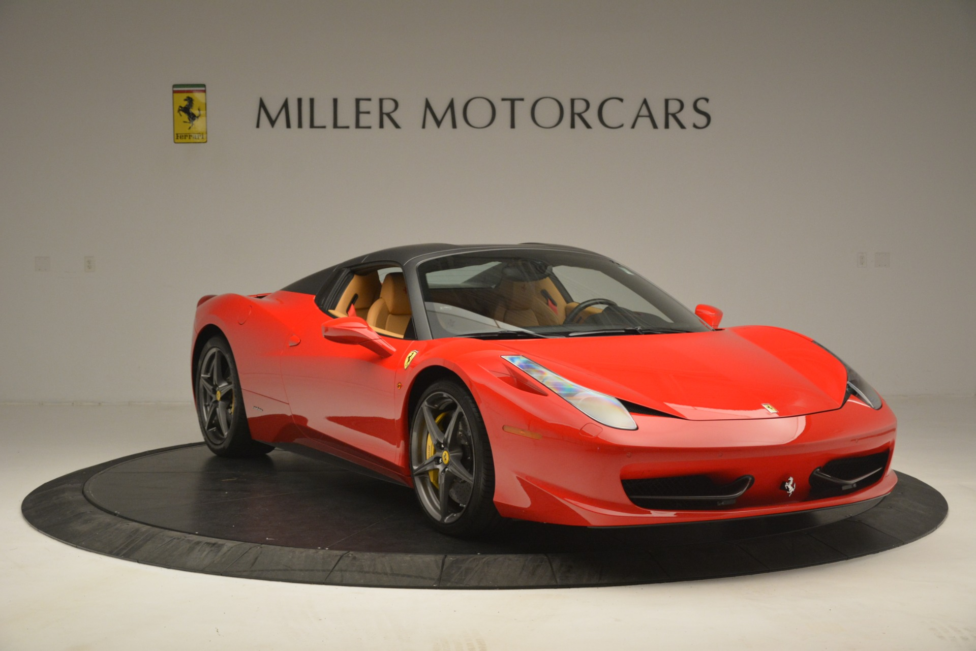 Used 2015 Ferrari 458 Spider  For Sale In Greenwich, CT 3233_p13