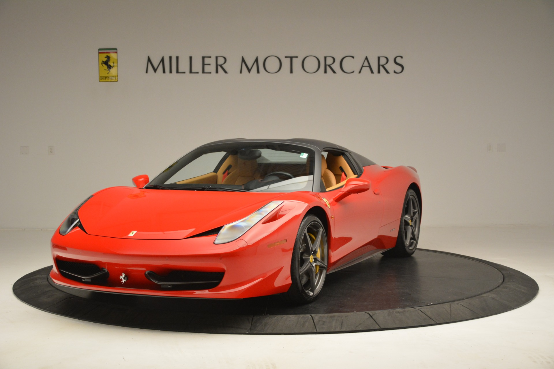 Used 2015 Ferrari 458 Spider  For Sale In Greenwich, CT 3233_p14