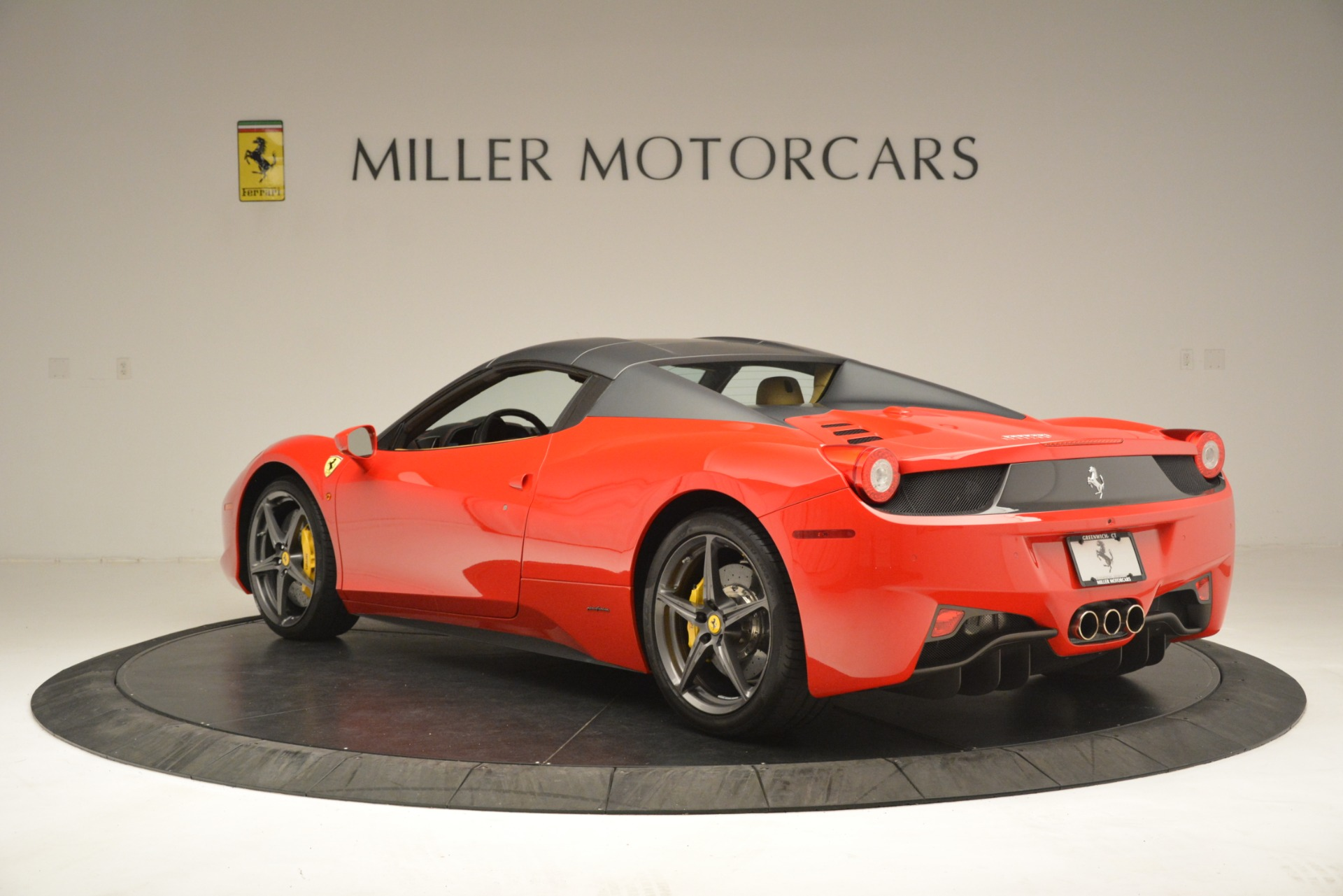 Used 2015 Ferrari 458 Spider  For Sale In Greenwich, CT 3233_p16
