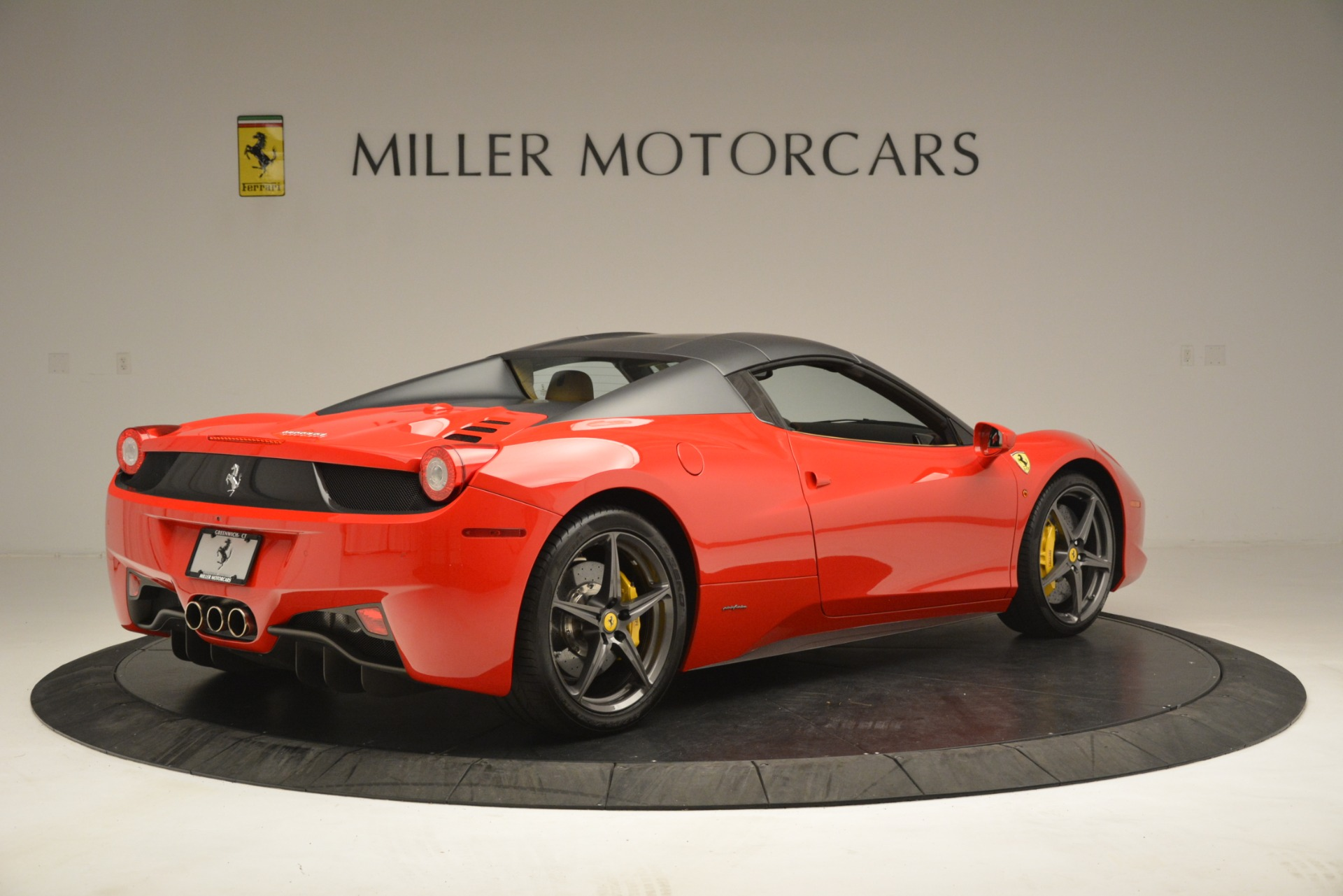 Used 2015 Ferrari 458 Spider  For Sale In Greenwich, CT 3233_p17