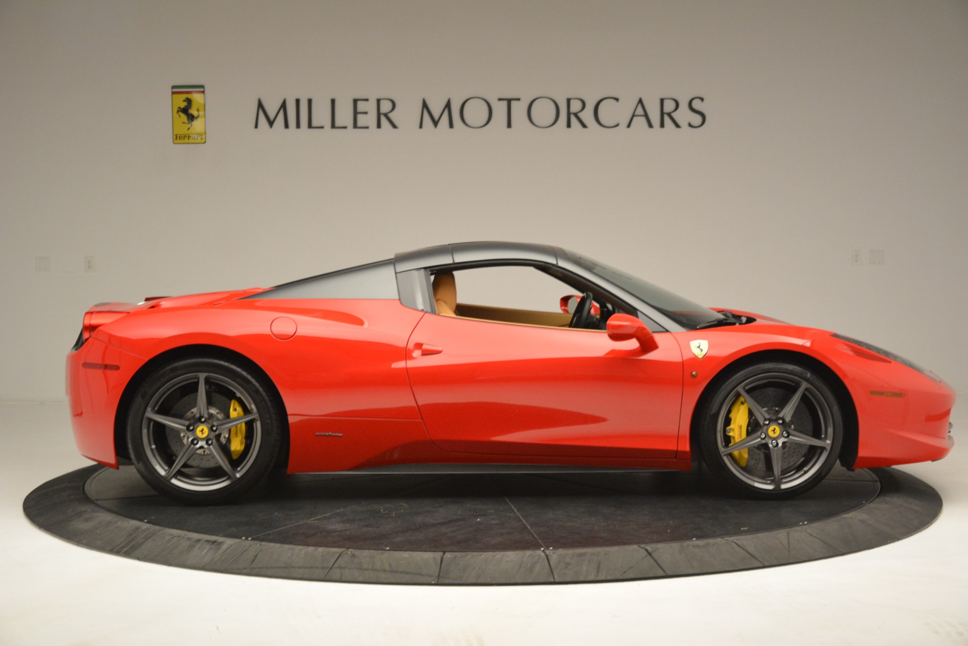 Used 2015 Ferrari 458 Spider  For Sale In Greenwich, CT 3233_p18
