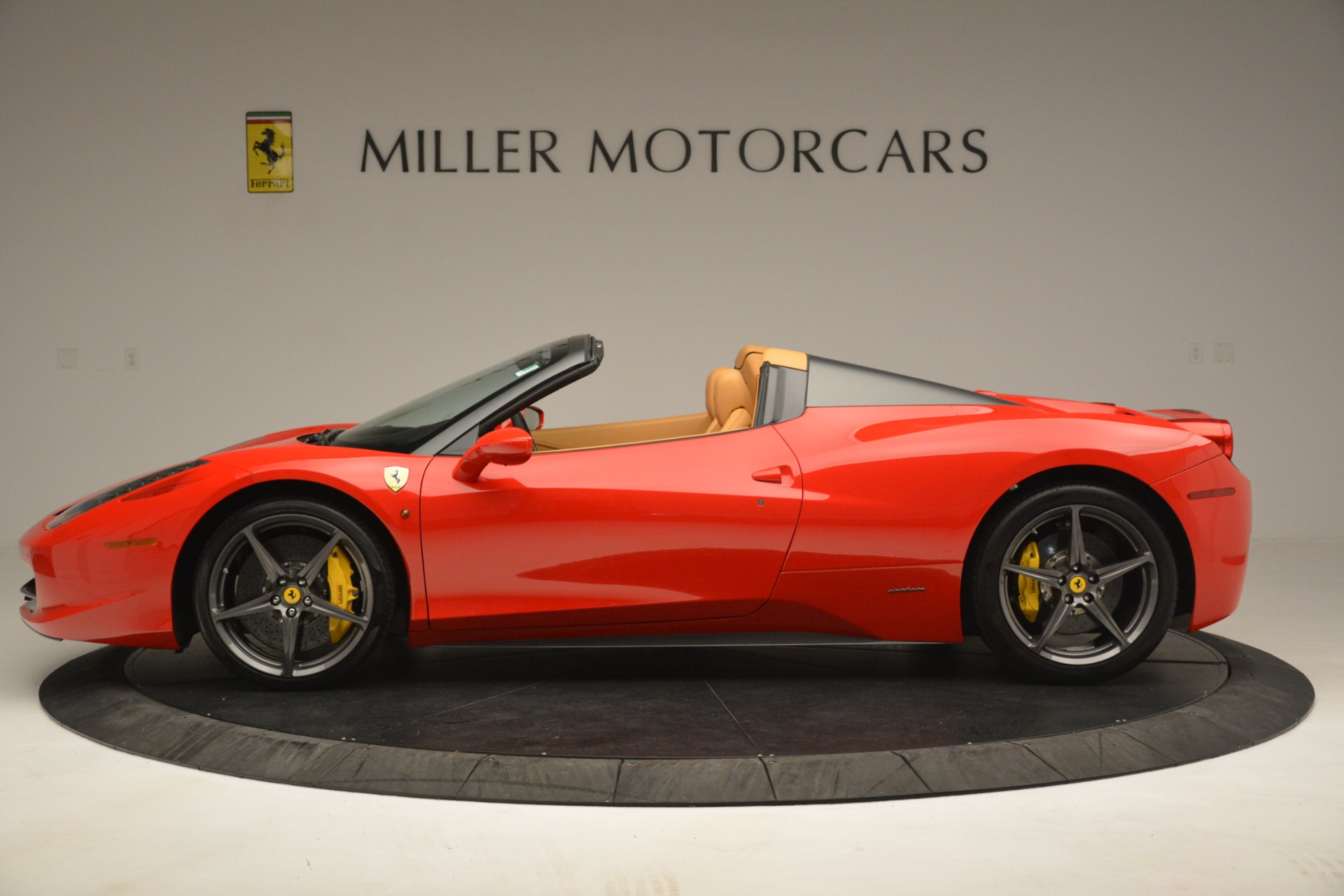 Used 2015 Ferrari 458 Spider  For Sale In Greenwich, CT 3233_p3