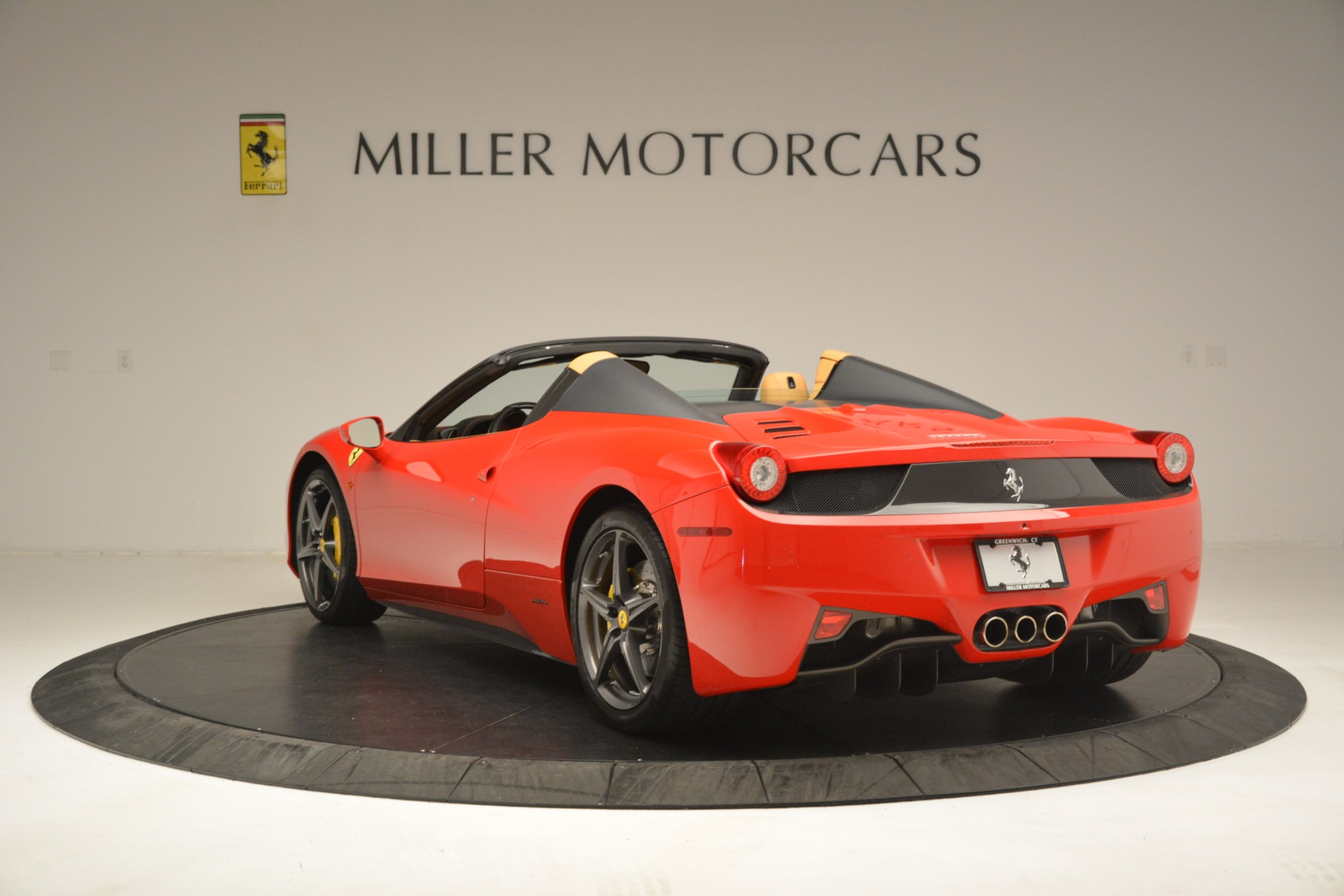 Used 2015 Ferrari 458 Spider  For Sale In Greenwich, CT 3233_p5