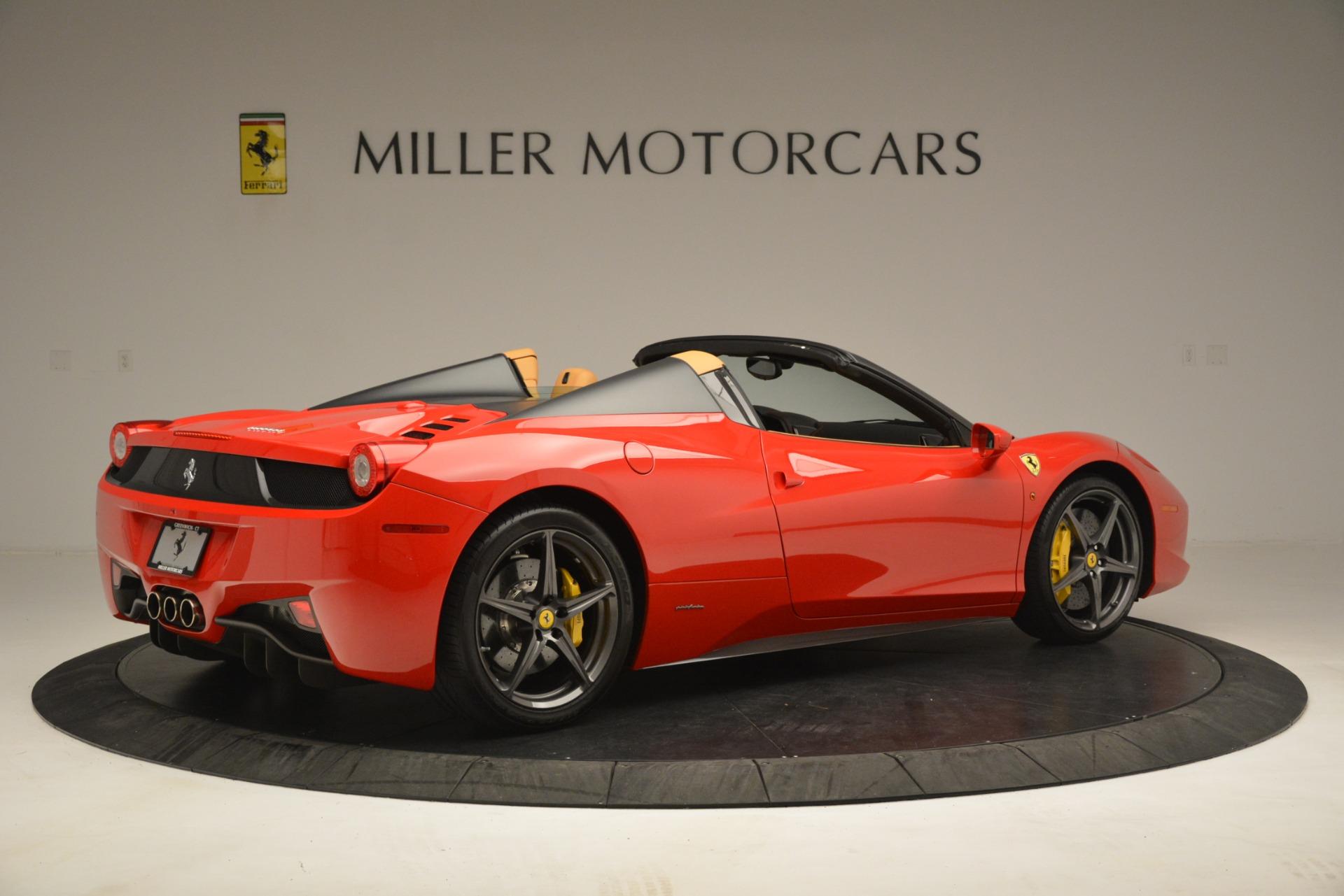 Used 2015 Ferrari 458 Spider  For Sale In Greenwich, CT 3233_p9