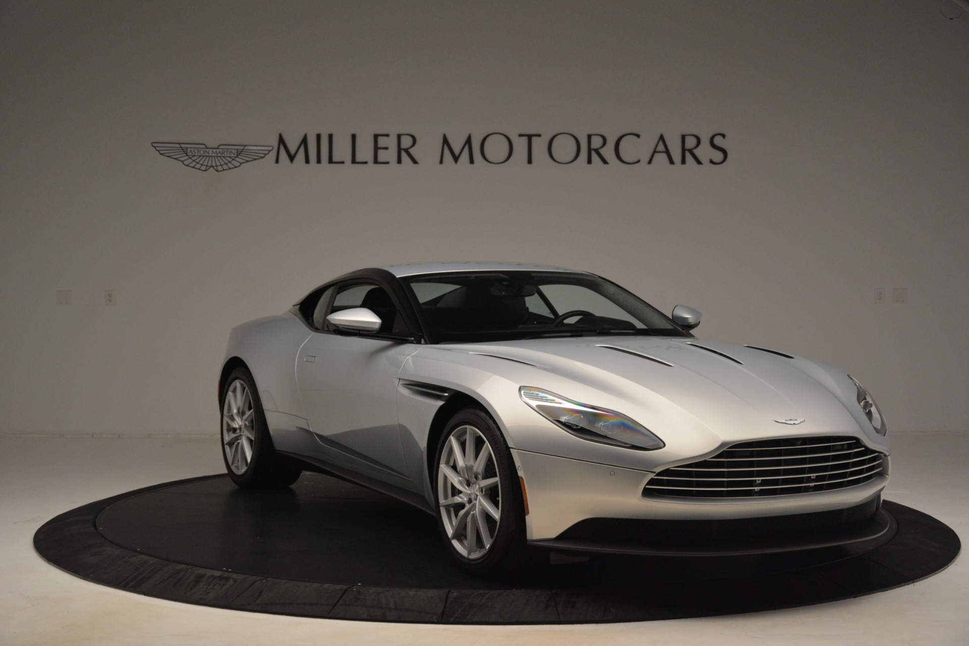 Used 2018 Aston Martin DB11 V12 Coupe For Sale In Greenwich, CT 3264_p10