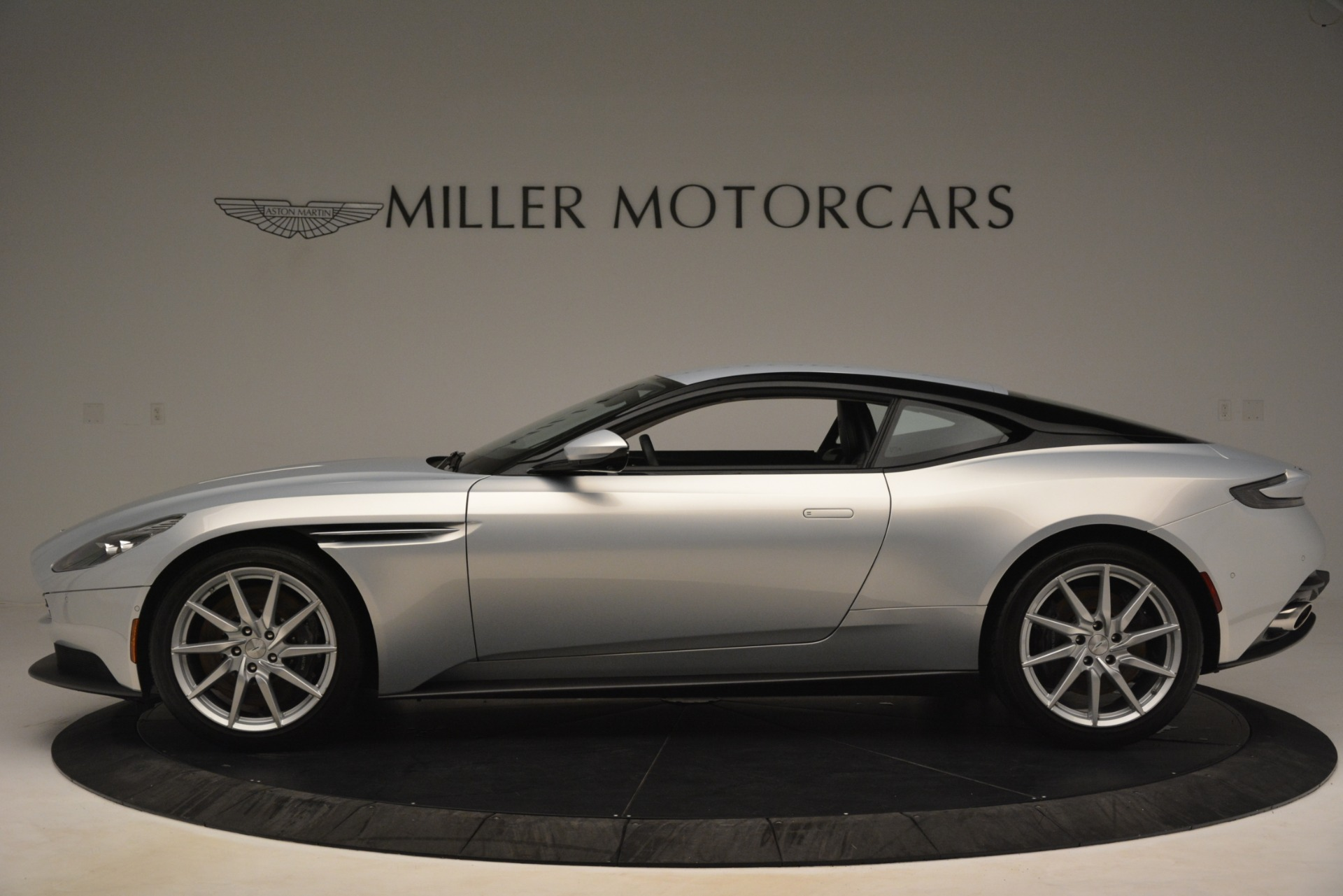 Used 2018 Aston Martin DB11 V12 Coupe For Sale In Greenwich, CT 3264_p2