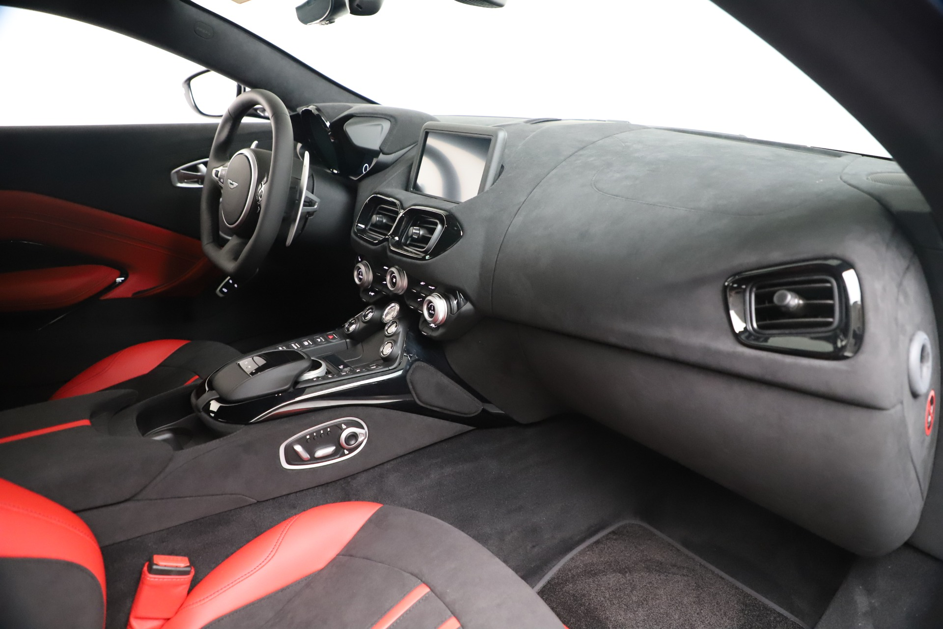 New 2020 Aston Martin Vantage Coupe For Sale In Greenwich, CT 3342_p17
