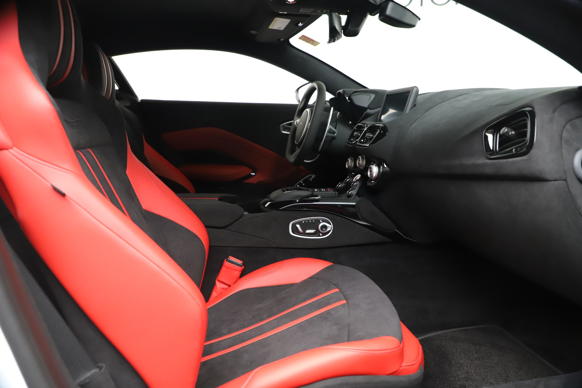 New 2020 Aston Martin Vantage Coupe For Sale In Greenwich, CT 3342_p18