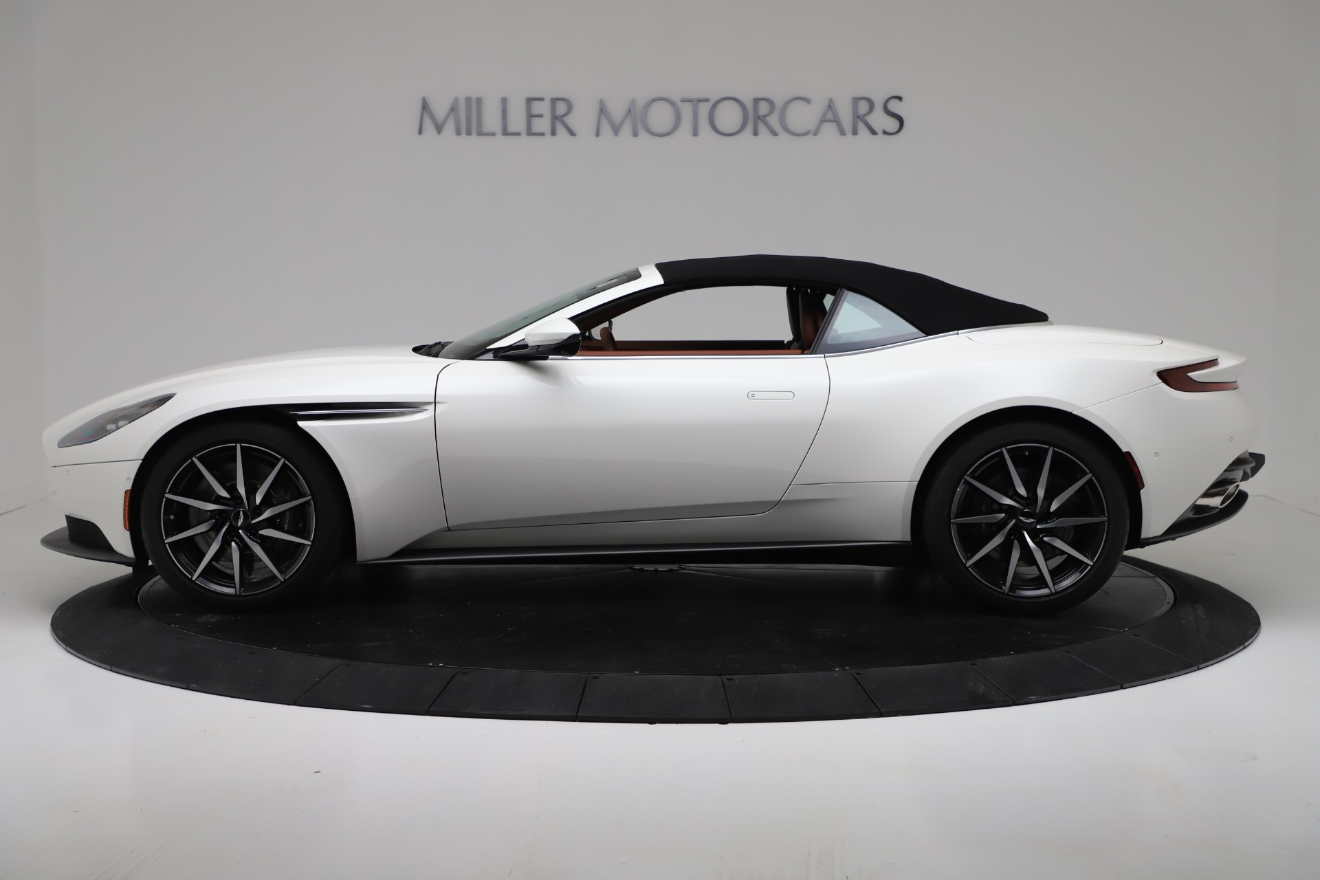 New 2019 Aston Martin DB11 V8 Convertible For Sale In Greenwich, CT 3344_p14