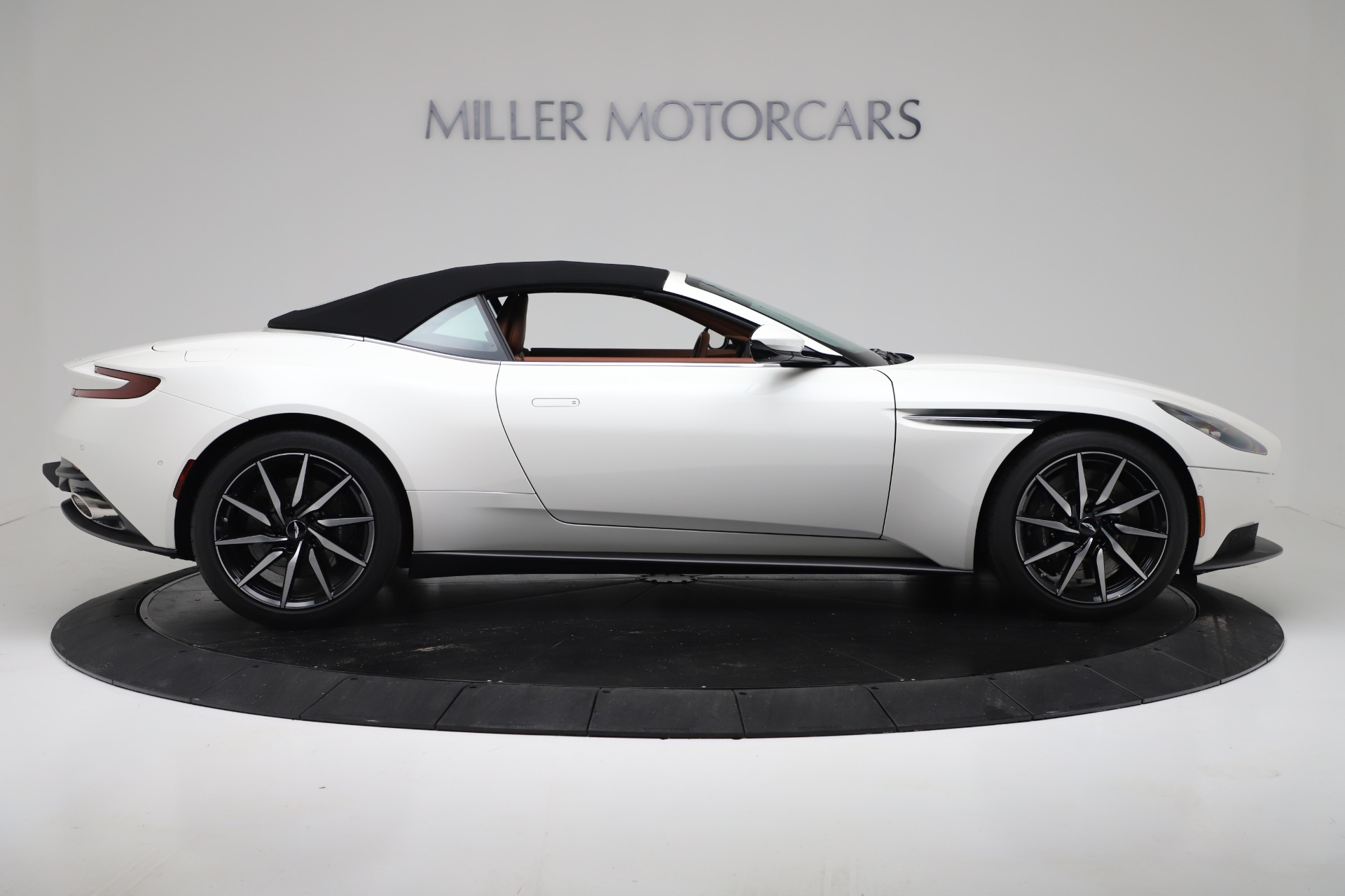 New 2019 Aston Martin DB11 V8 Convertible For Sale In Greenwich, CT 3344_p17