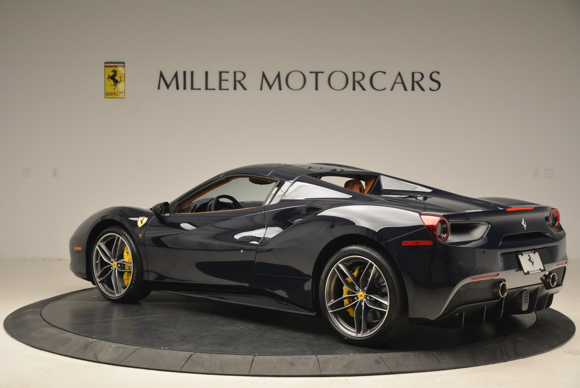 Used 2018 Ferrari 488 Spider  For Sale In Greenwich, CT 3371_p16