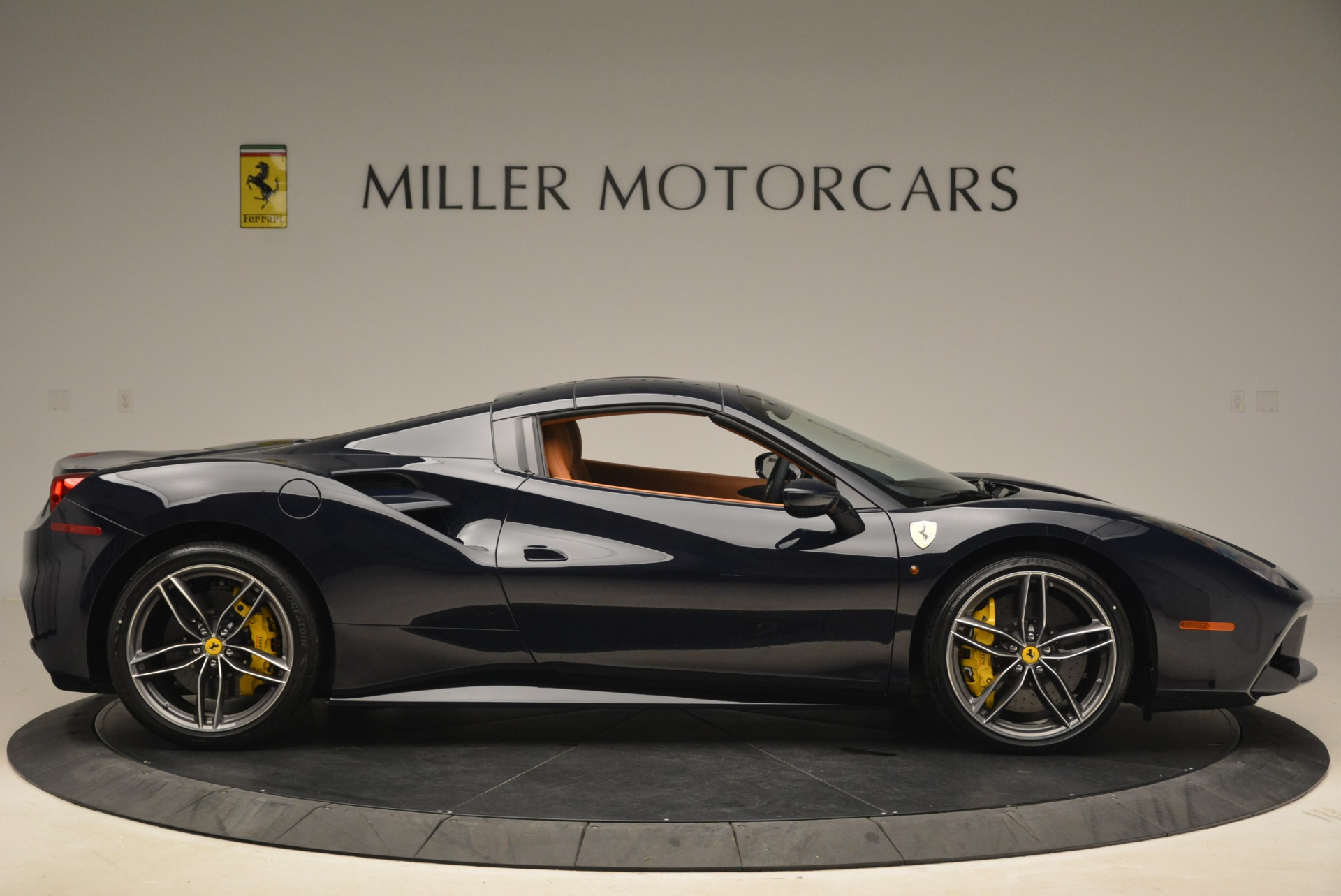 Used 2018 Ferrari 488 Spider  For Sale In Greenwich, CT 3371_p21