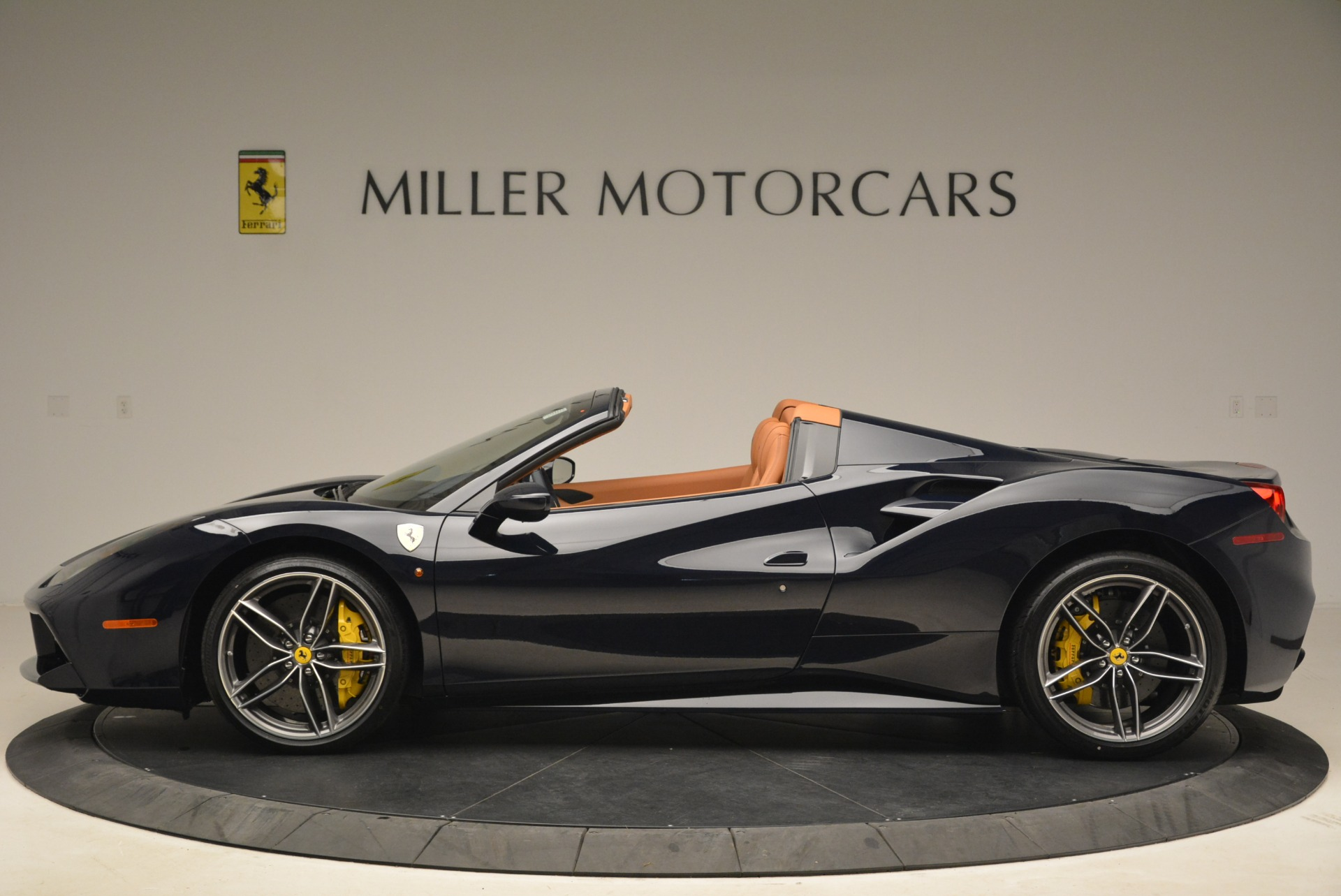 Used 2018 Ferrari 488 Spider  For Sale In Greenwich, CT 3371_p3