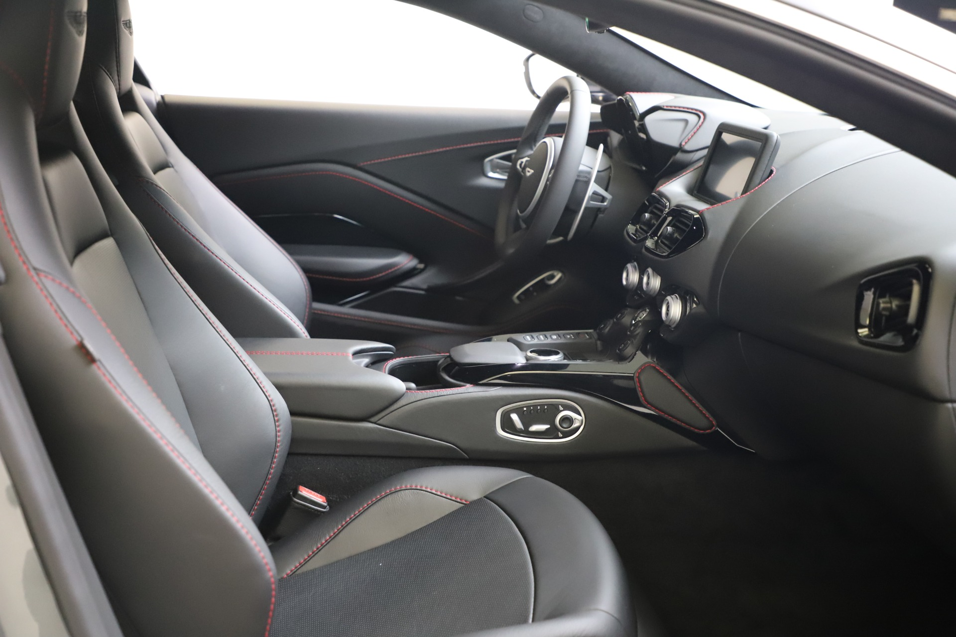 New 2020 Aston Martin Vantage Coupe For Sale In Greenwich, CT 3384_p16