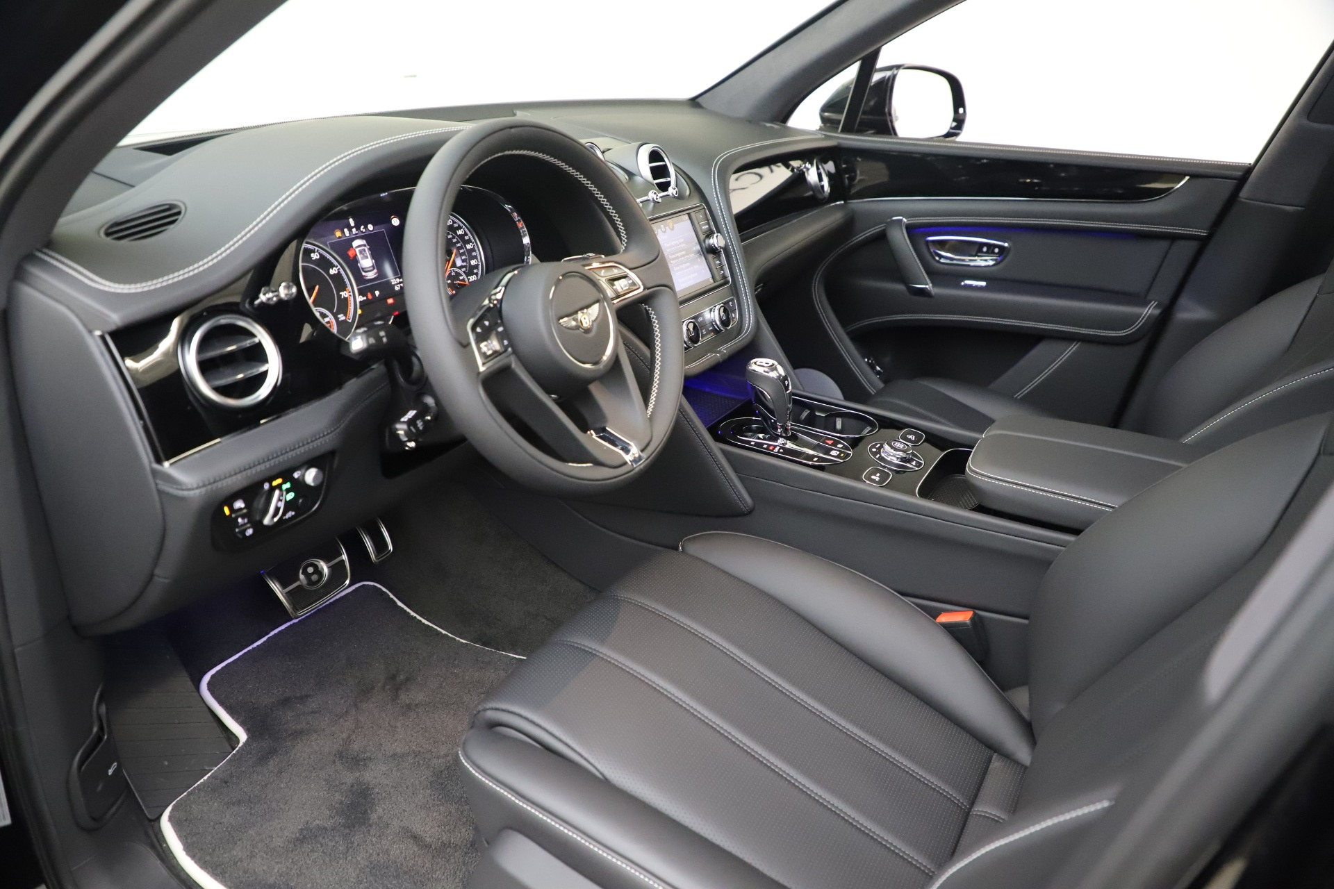 New 2020 Bentley Bentayga V8 For Sale In Greenwich, CT 3425_p17