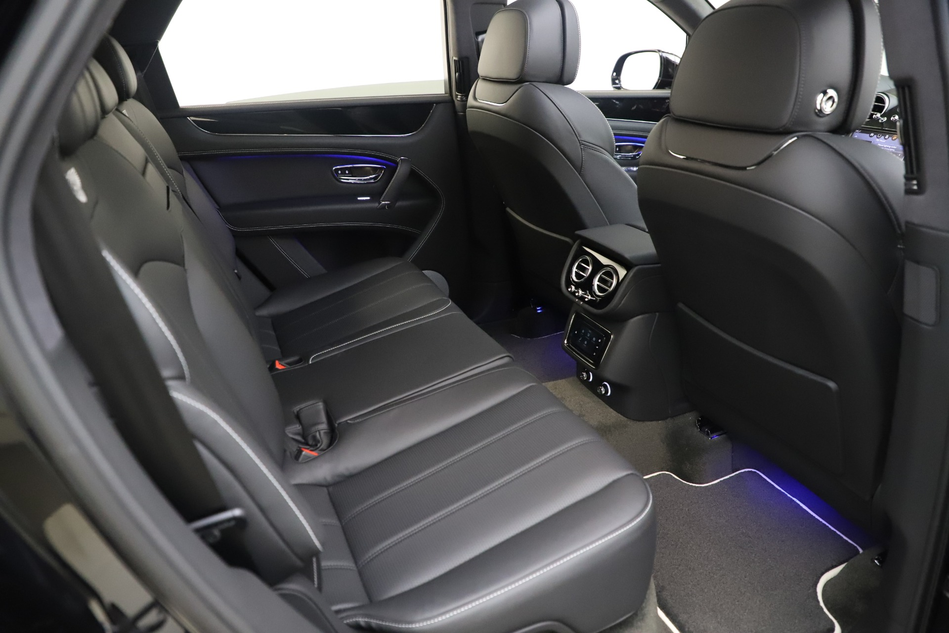 New 2020 Bentley Bentayga V8 For Sale In Greenwich, CT 3425_p24