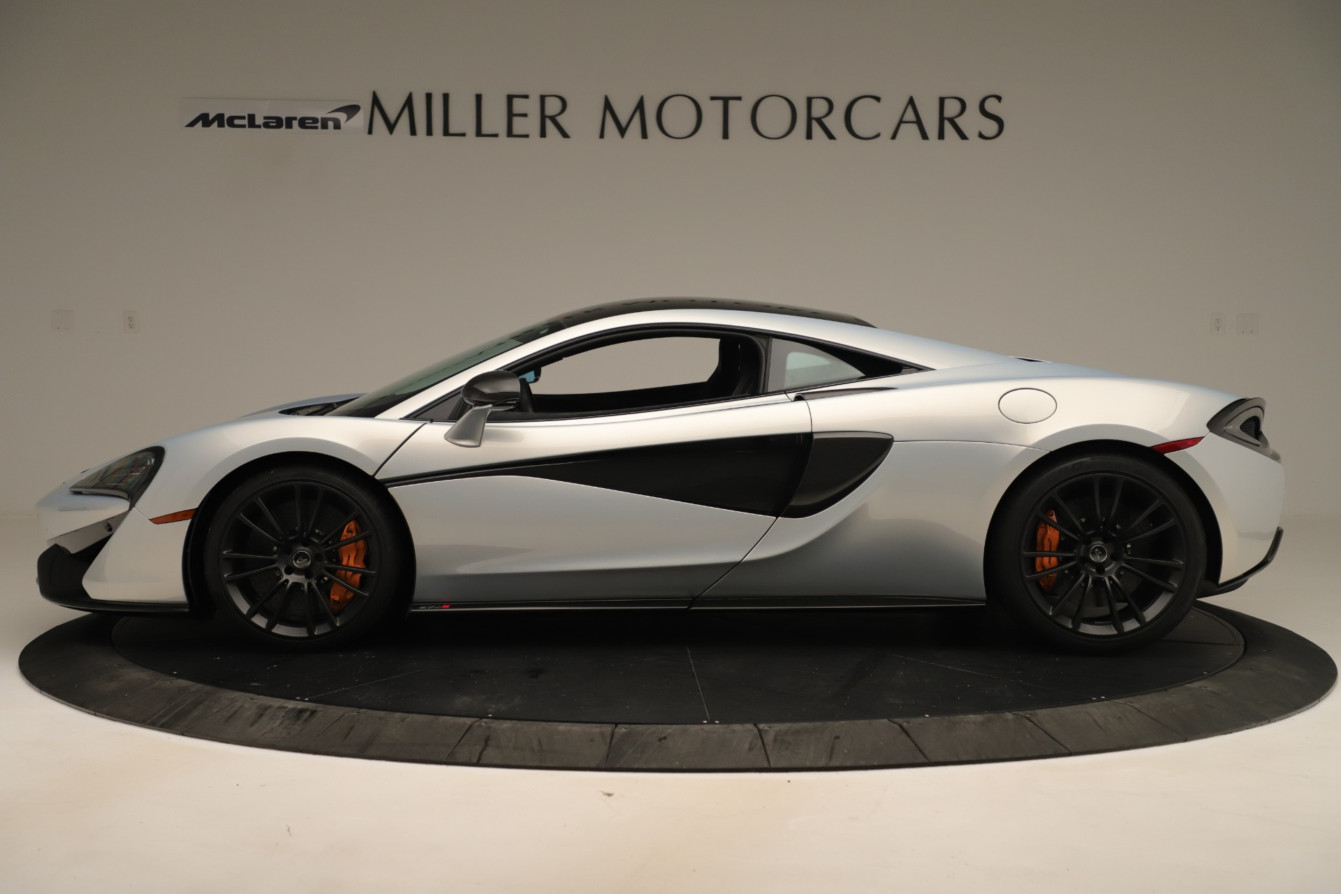 Used 2016 McLaren 570S Coupe For Sale In Greenwich, CT 3433_p2