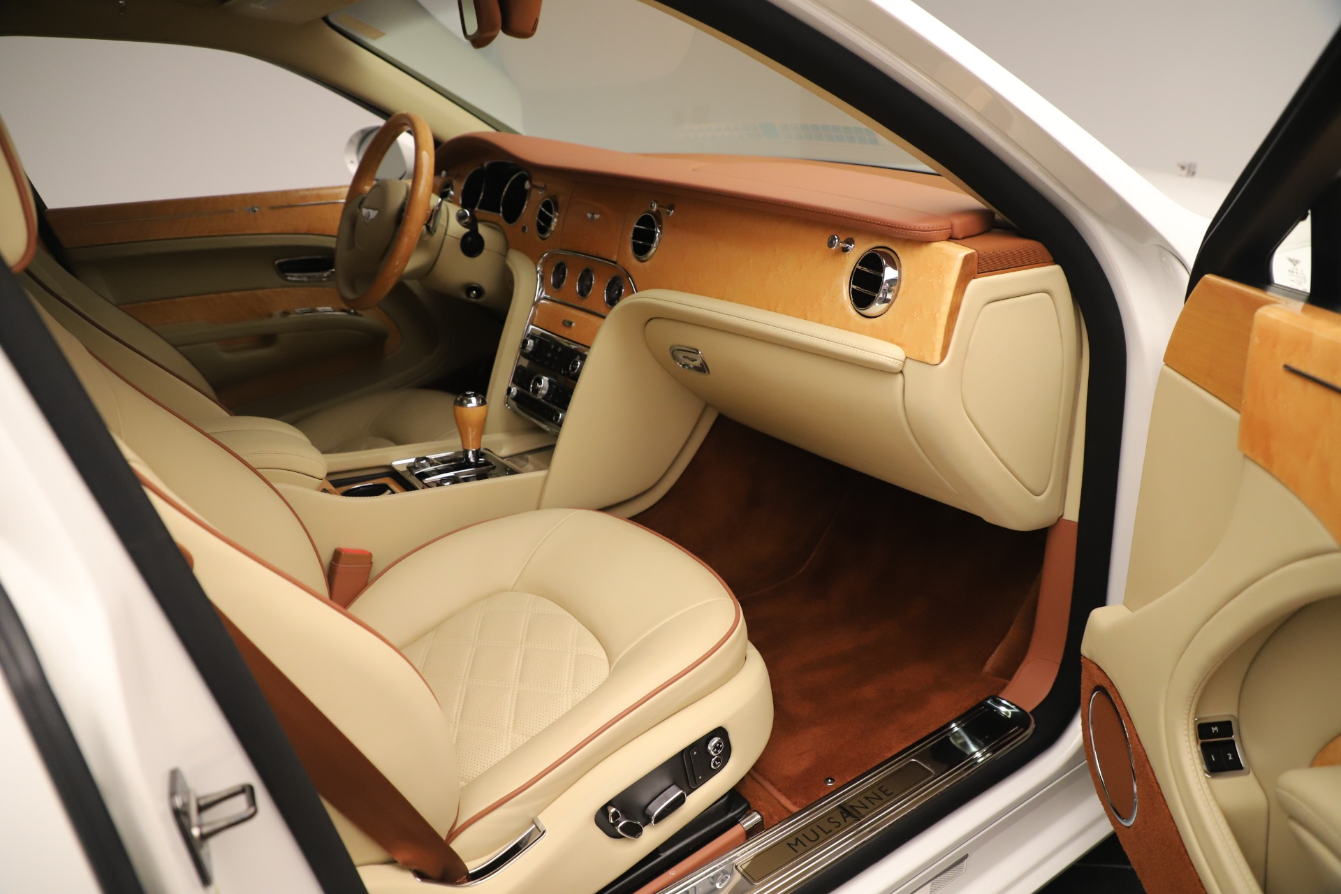 Used 2016 Bentley Mulsanne  For Sale In Greenwich, CT 3461_p25