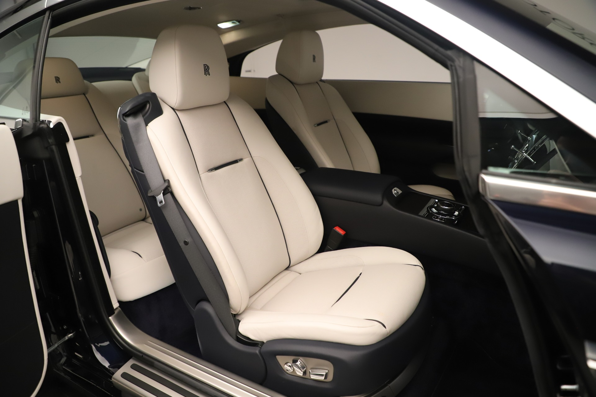 Used 2015 Rolls-Royce Wraith  For Sale In Greenwich, CT 3473_p15