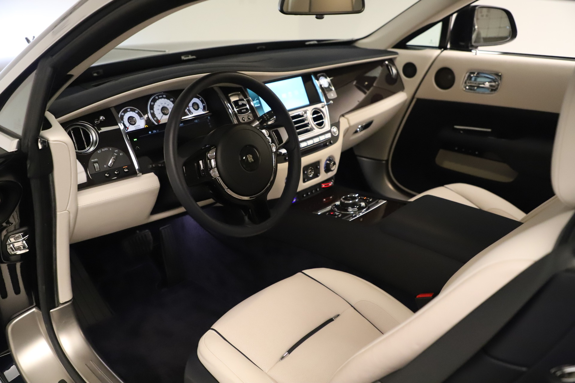 Used 2015 Rolls-Royce Wraith  For Sale In Greenwich, CT 3473_p18