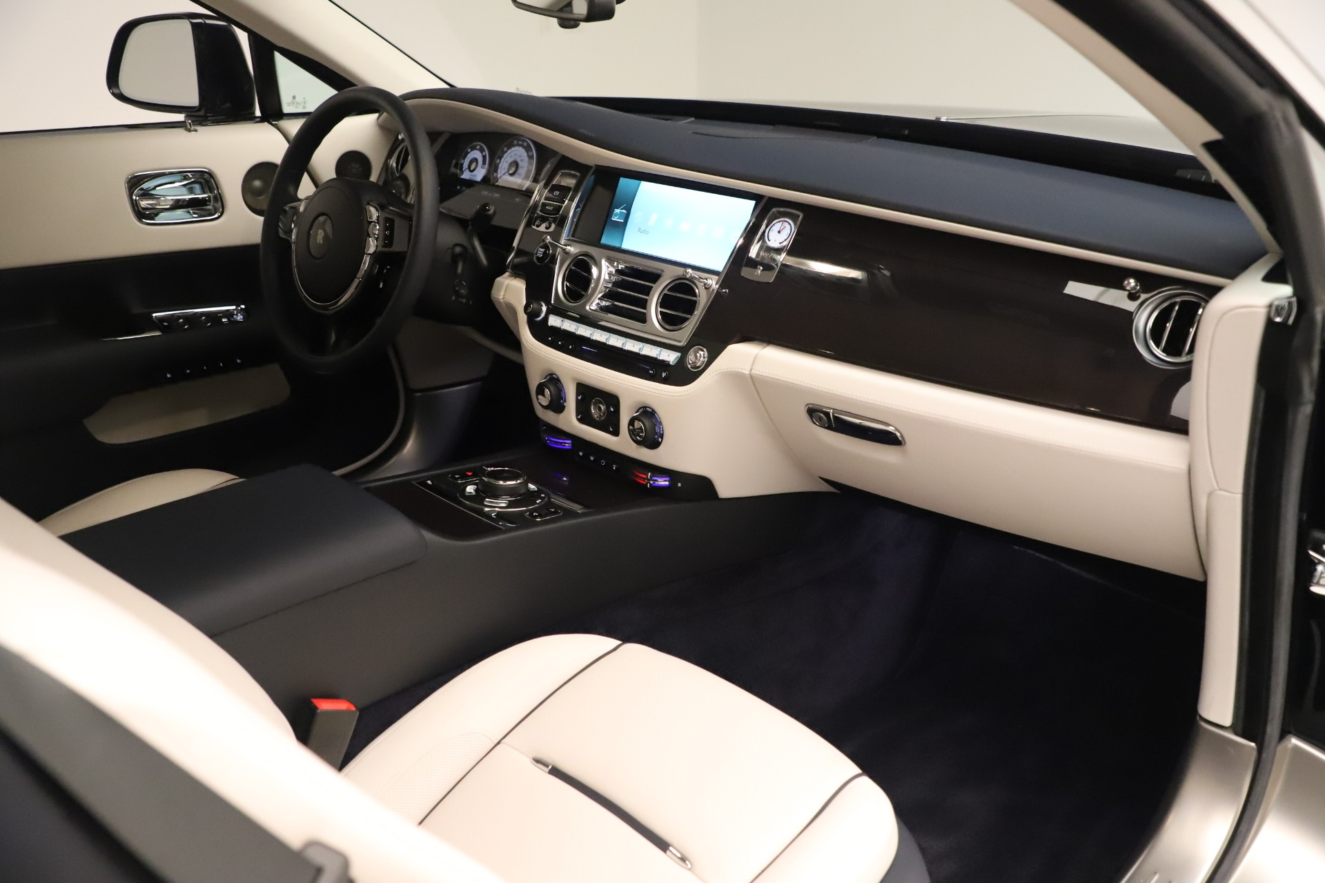 Used 2015 Rolls-Royce Wraith  For Sale In Greenwich, CT 3473_p27