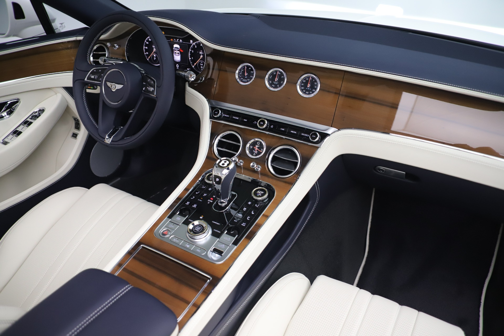 New 2020 Bentley Continental GTC V8 For Sale In Greenwich, CT 3516_p34