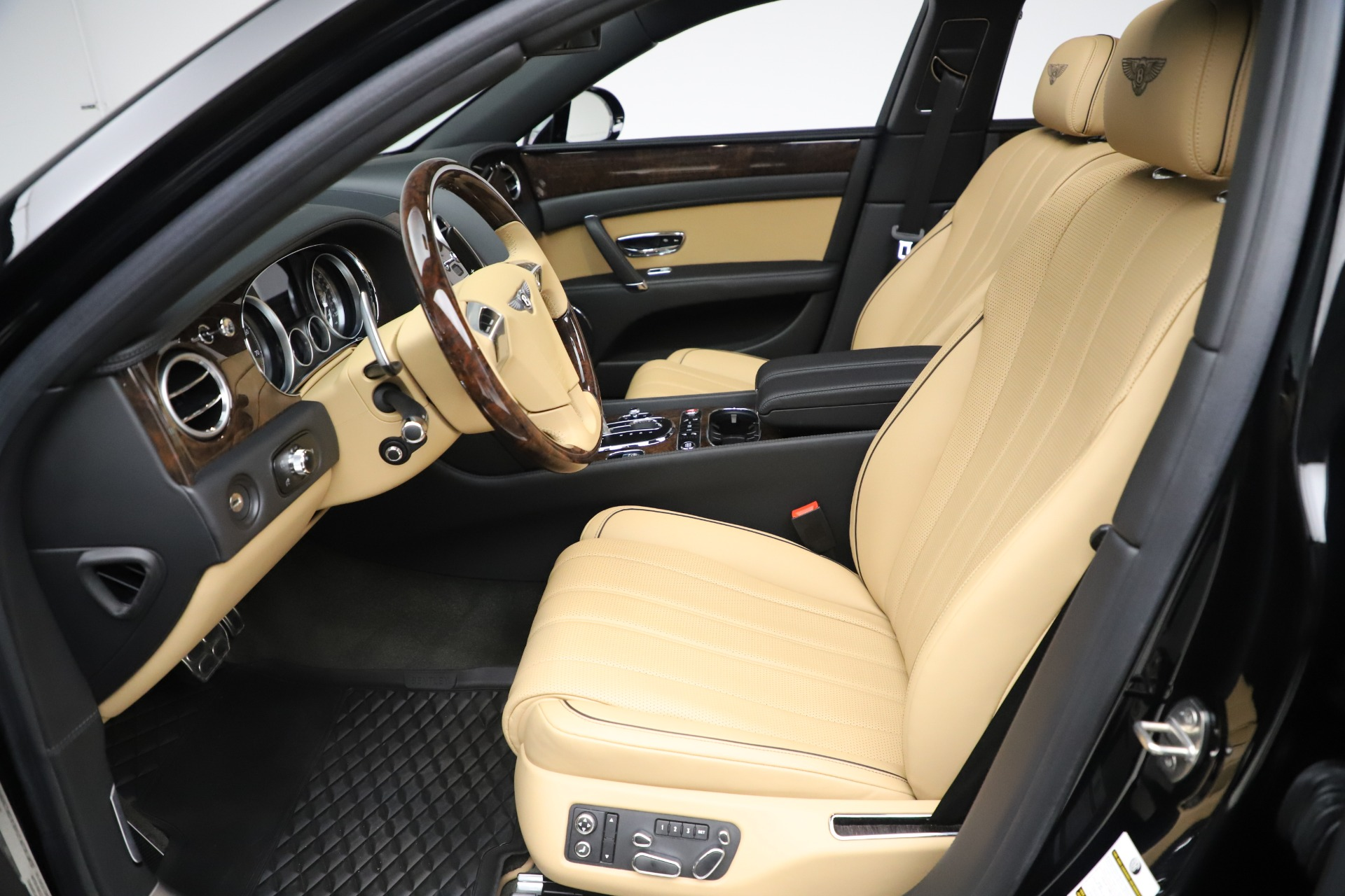 Used 2016 Bentley Flying Spur V8 For Sale In Greenwich, CT 3526_p19