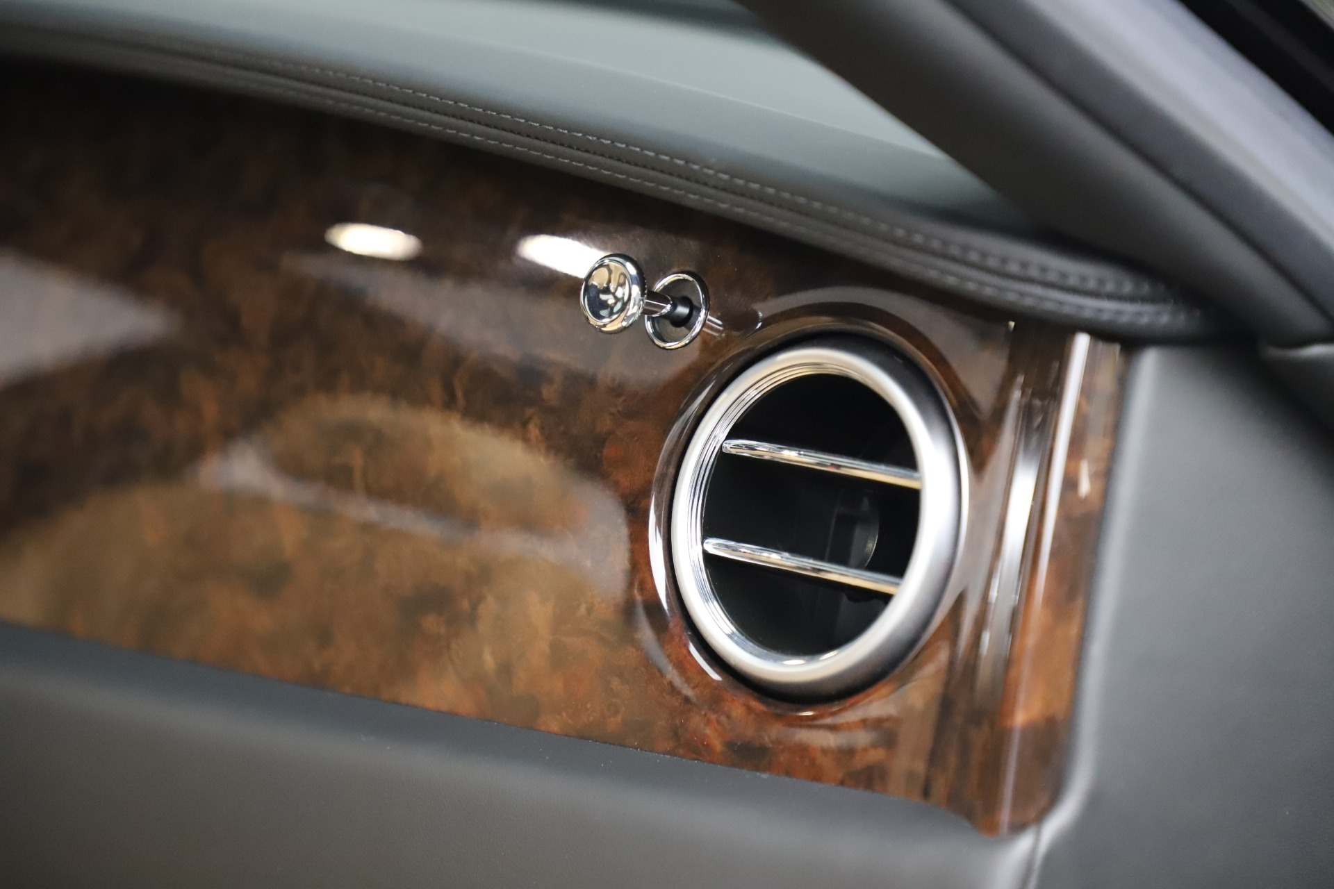 Used 2016 Bentley Flying Spur V8 For Sale In Greenwich, CT 3526_p31