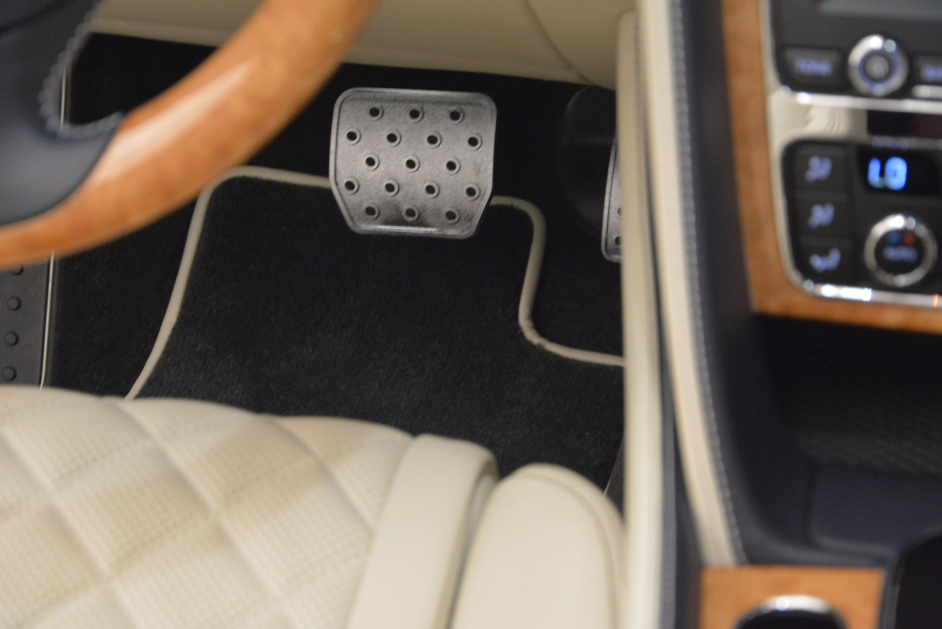 New 2017 Bentley Continental GT V8 For Sale In Greenwich, CT 500_p38