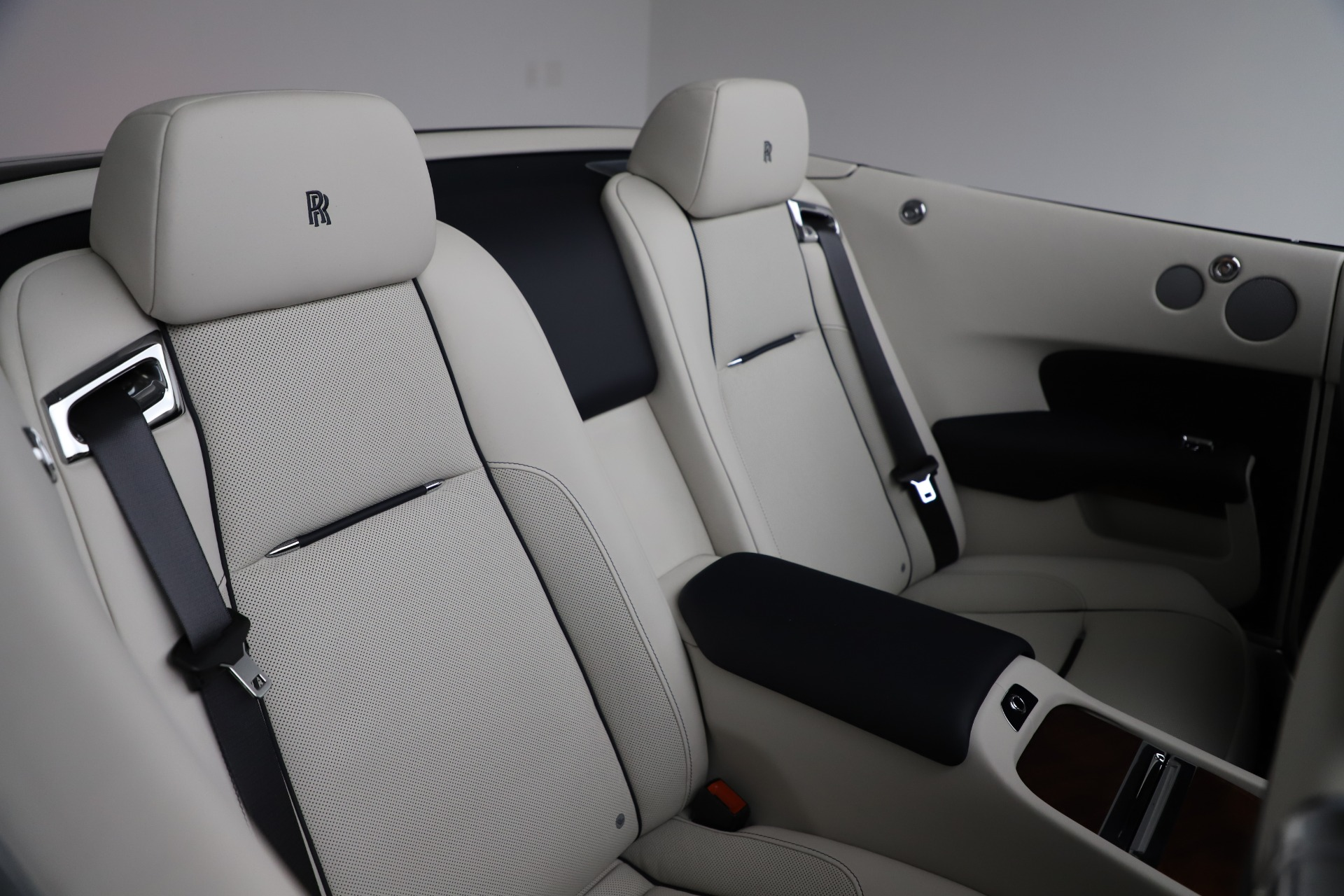 Used 2016 Rolls-Royce Dawn  For Sale In Greenwich, CT 553_p29